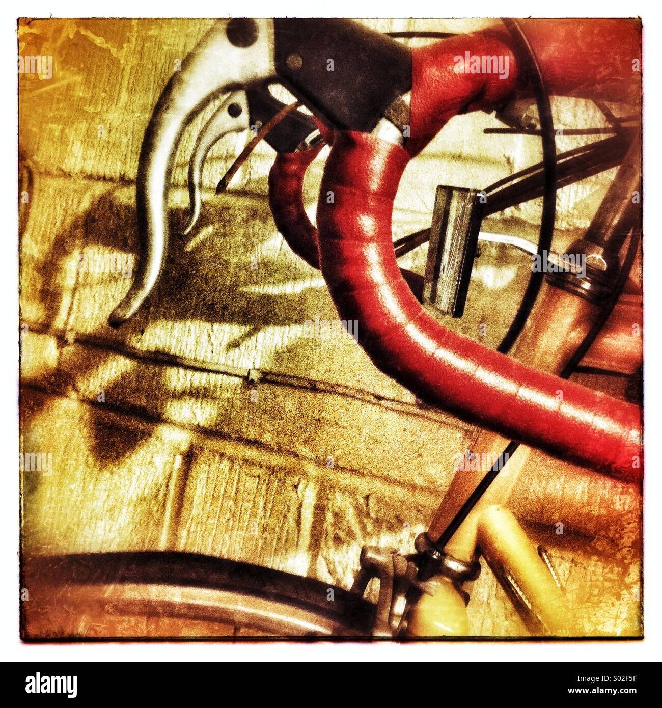 Triste no utilizados en la pared del garaje de bicicletas Imagen De Stock