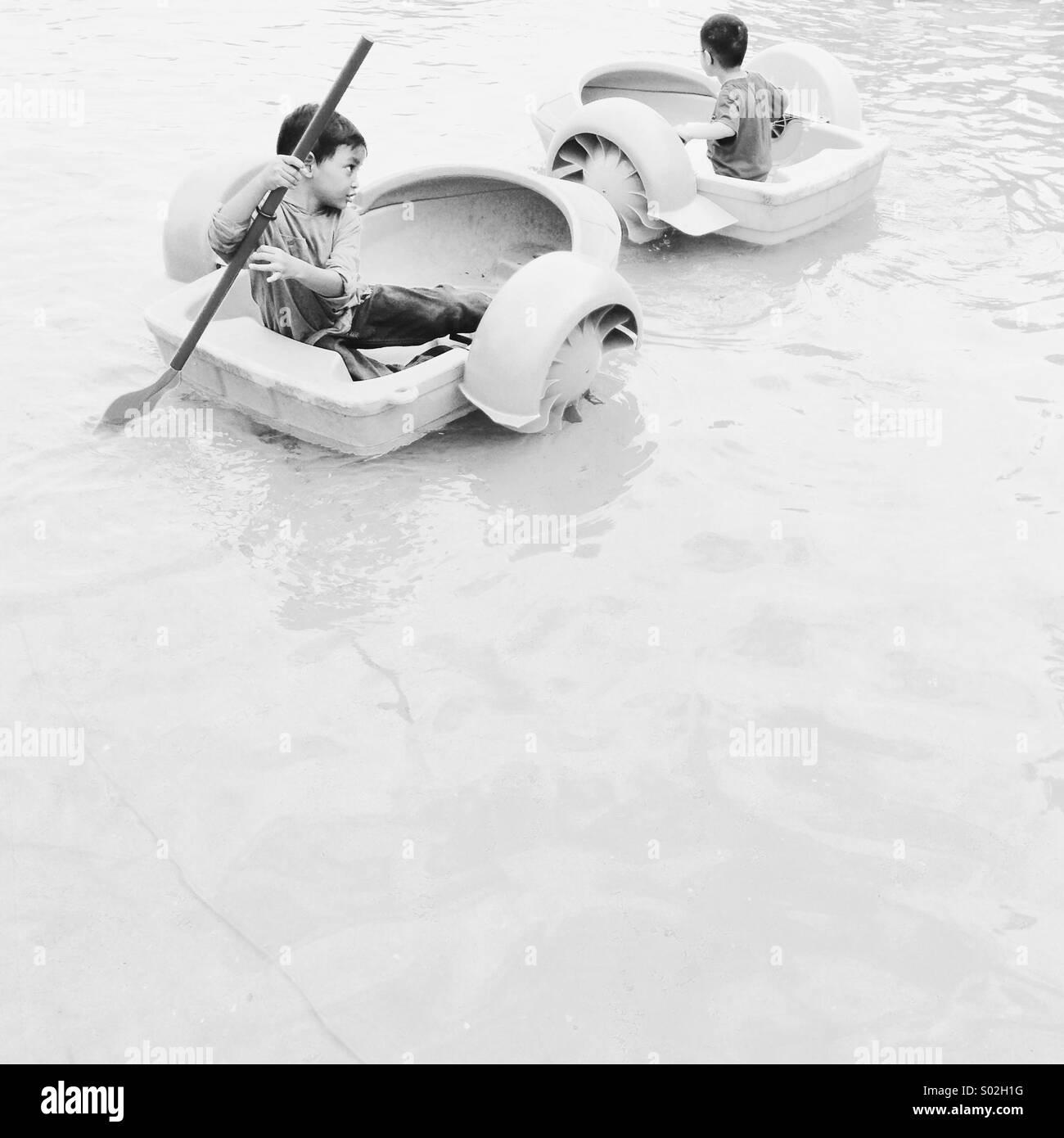 Los niños rock la mini piscina al aire caliente vallon festival en Putrajaya, Malasia Imagen De Stock