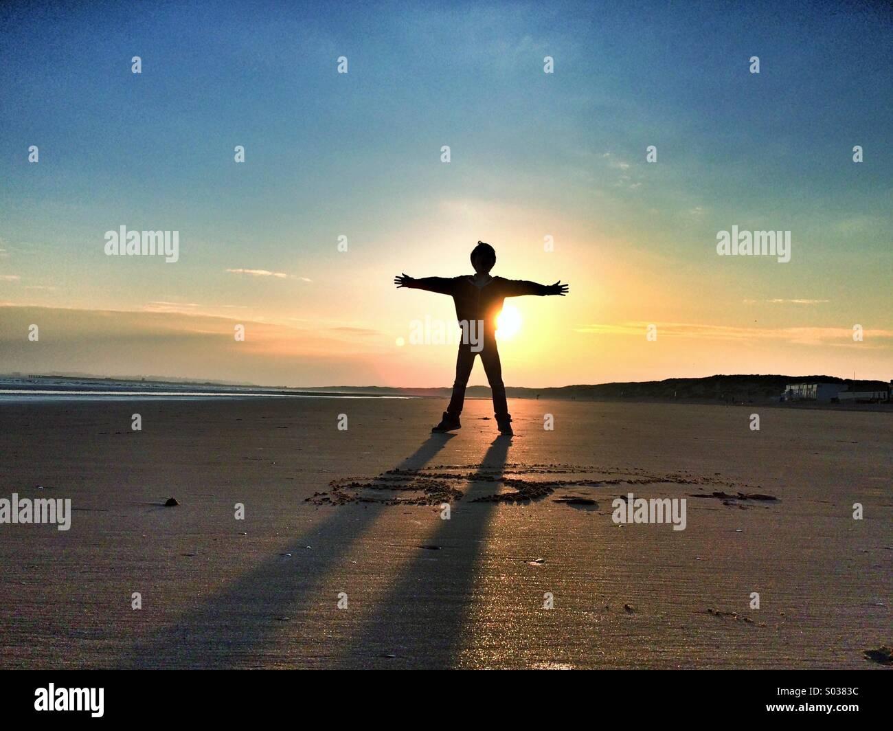 Puesta de sol niño Imagen De Stock