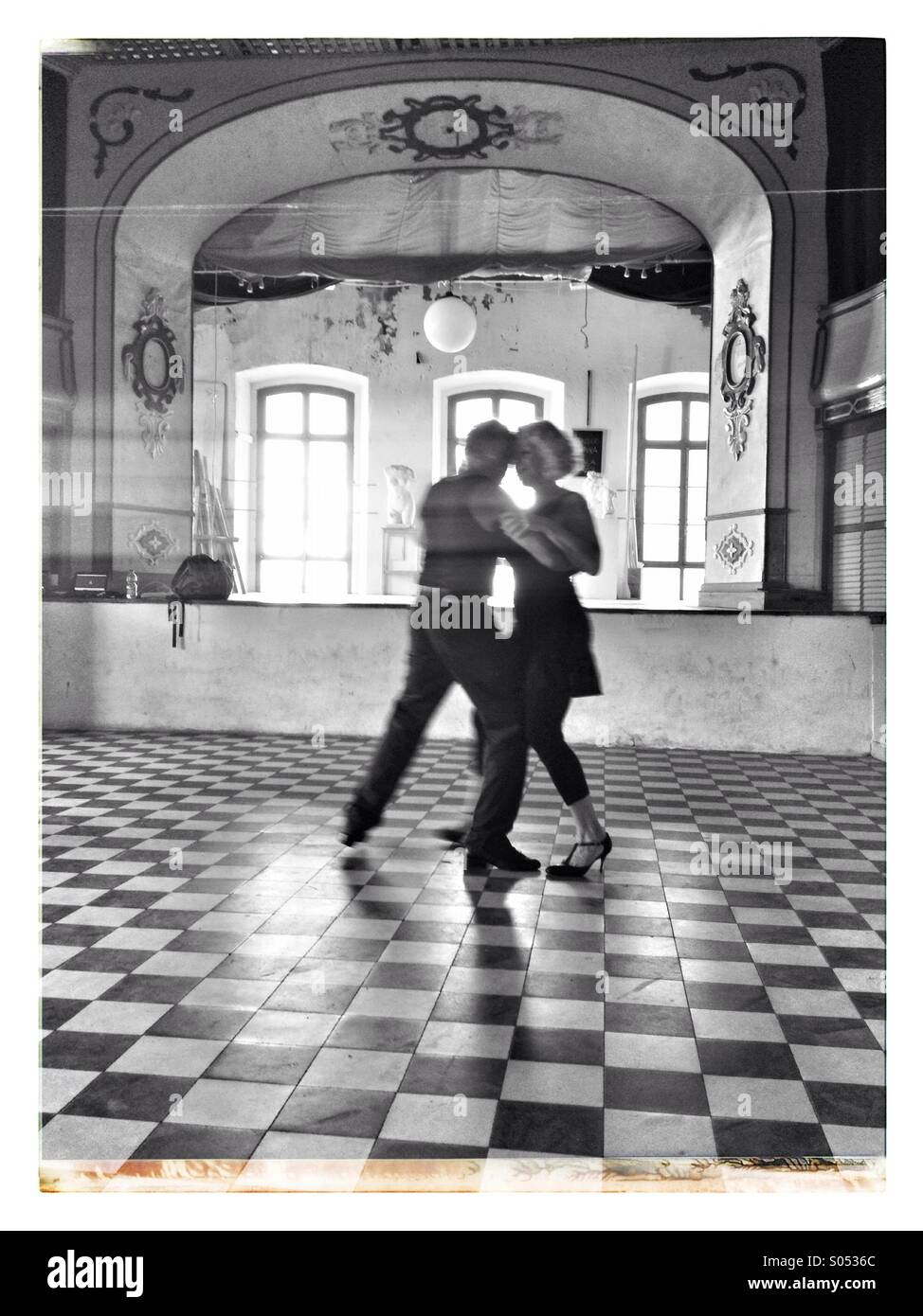 Pareja de bailarines de tango. Imagen De Stock