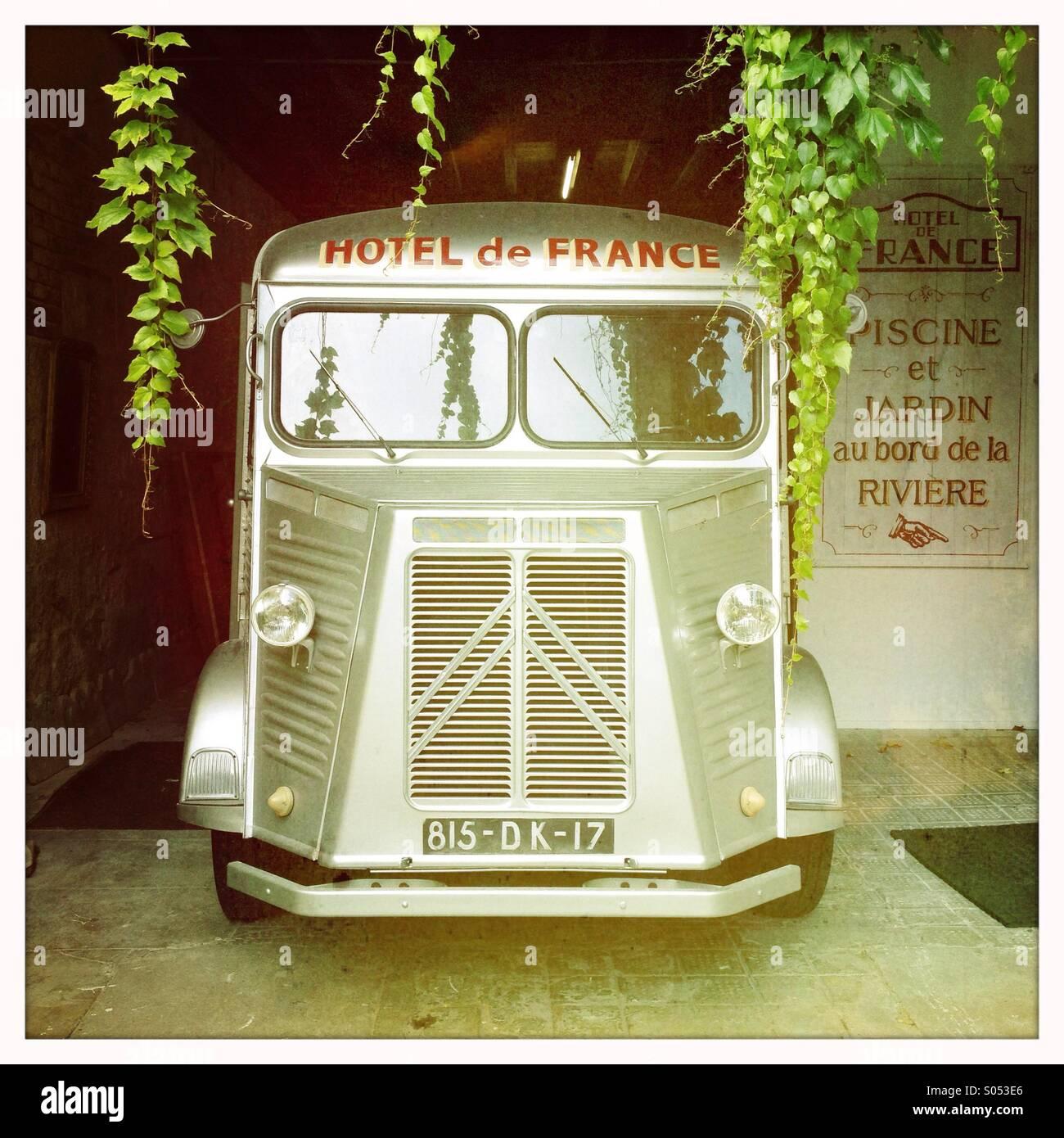 Vintage Citroën H van en la Francia rural Foto de stock