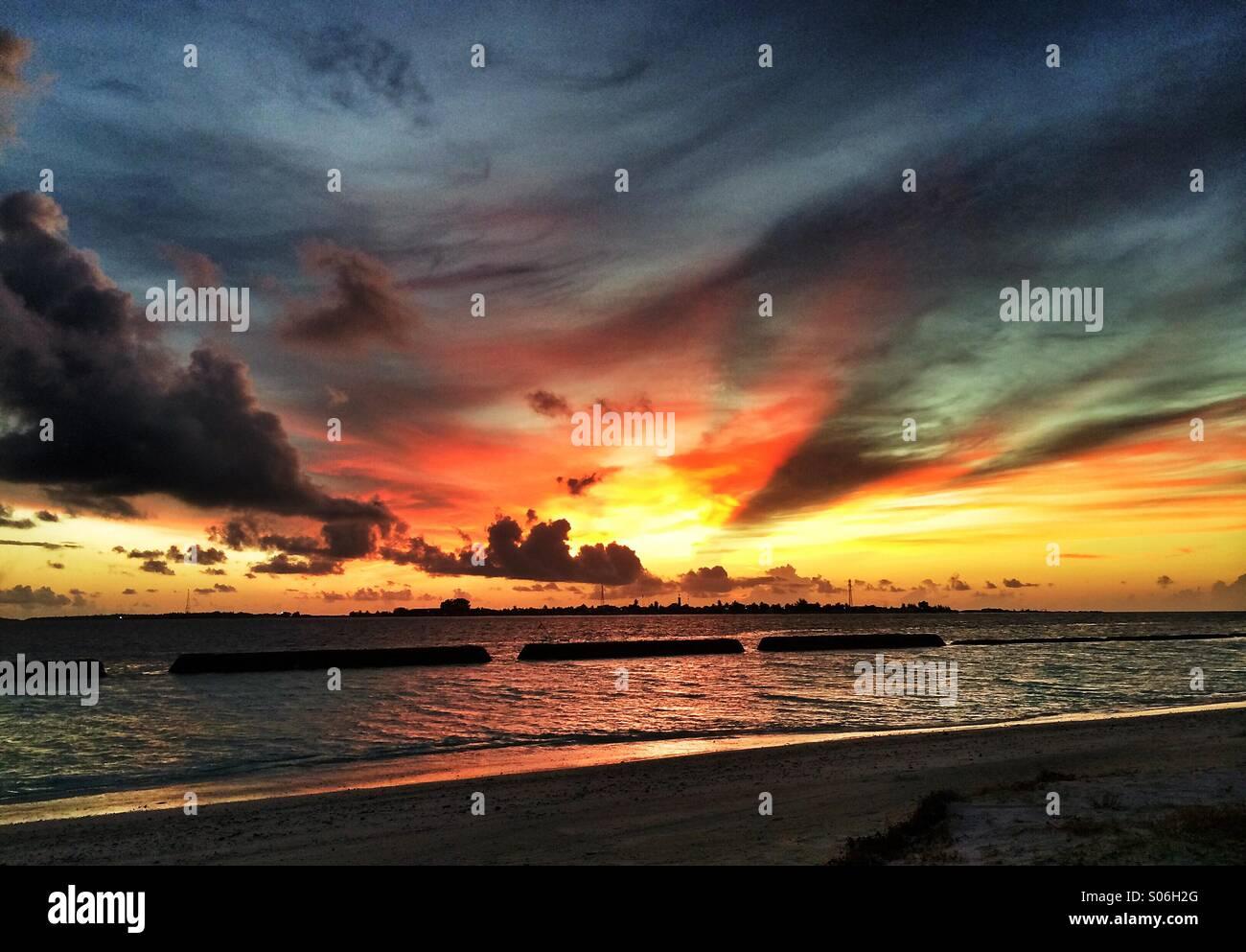 Puesta de sol de Maldivas Foto de stock