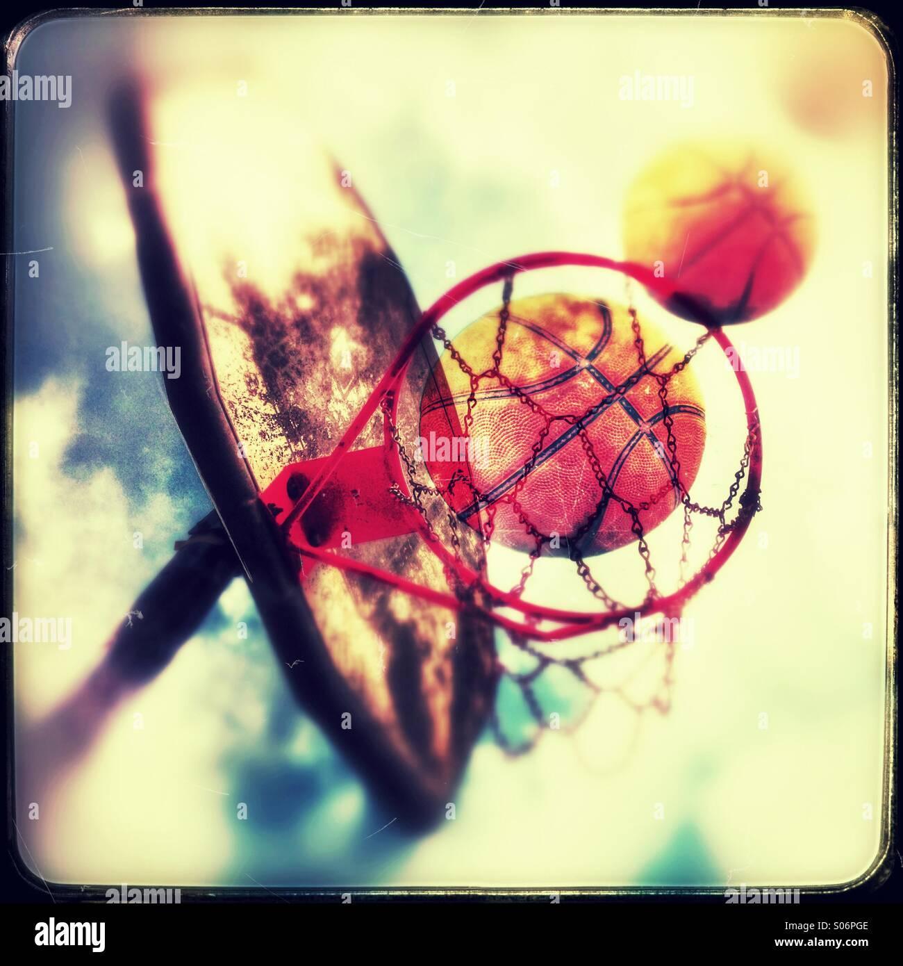 Realizar el disparo en el baloncesto Imagen De Stock