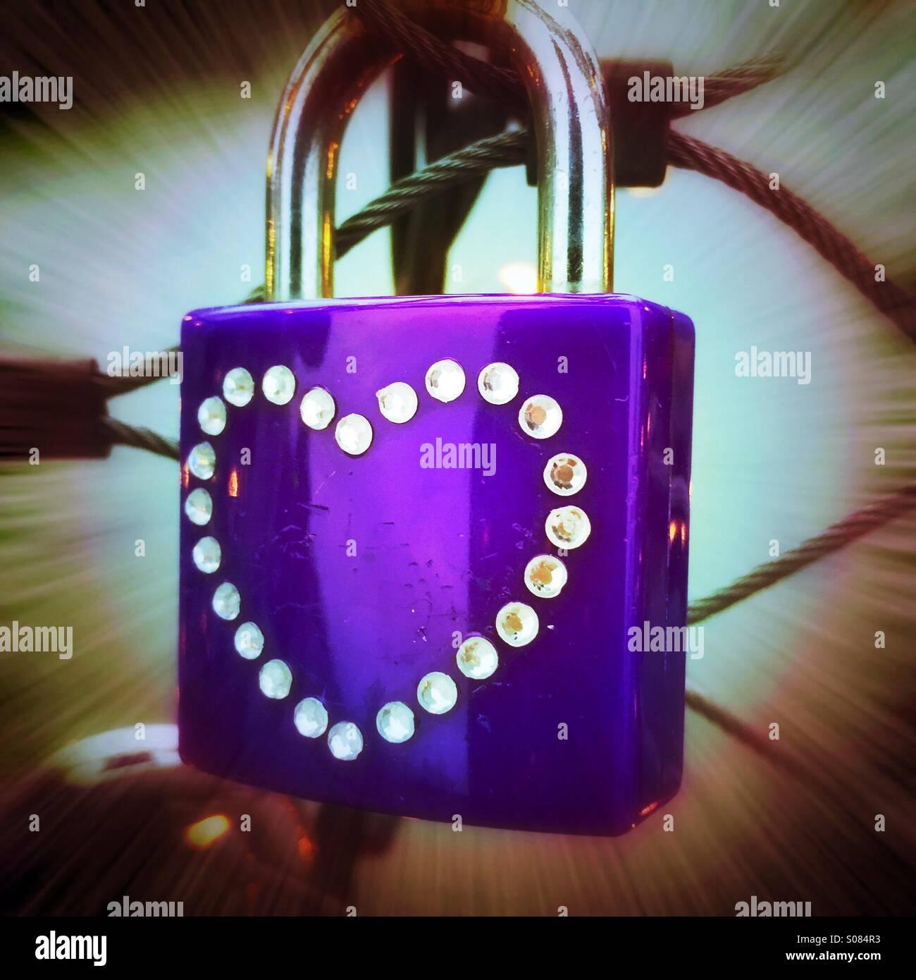 Cerradura con símbolos de corazón amor eterno Imagen De Stock