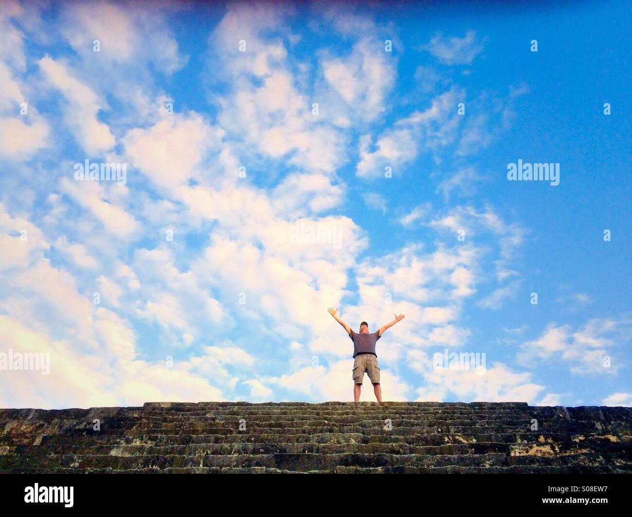 Una en la parte superior de la pirámide maya, Tikal, Guatemala Foto de stock