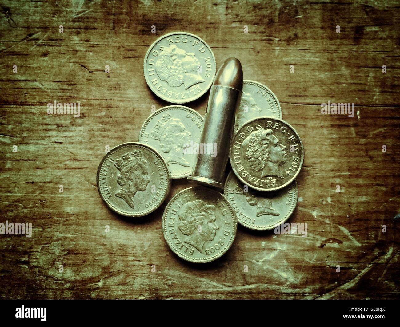 Bullet y libra monedas Imagen De Stock