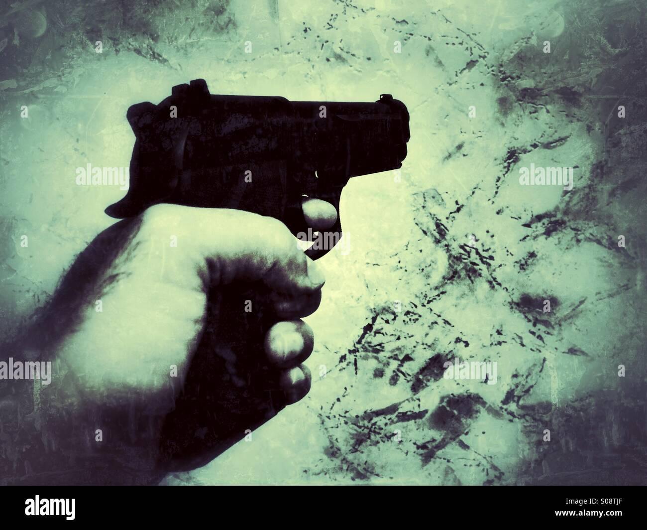 El hombre disparo con una pistola Imagen De Stock