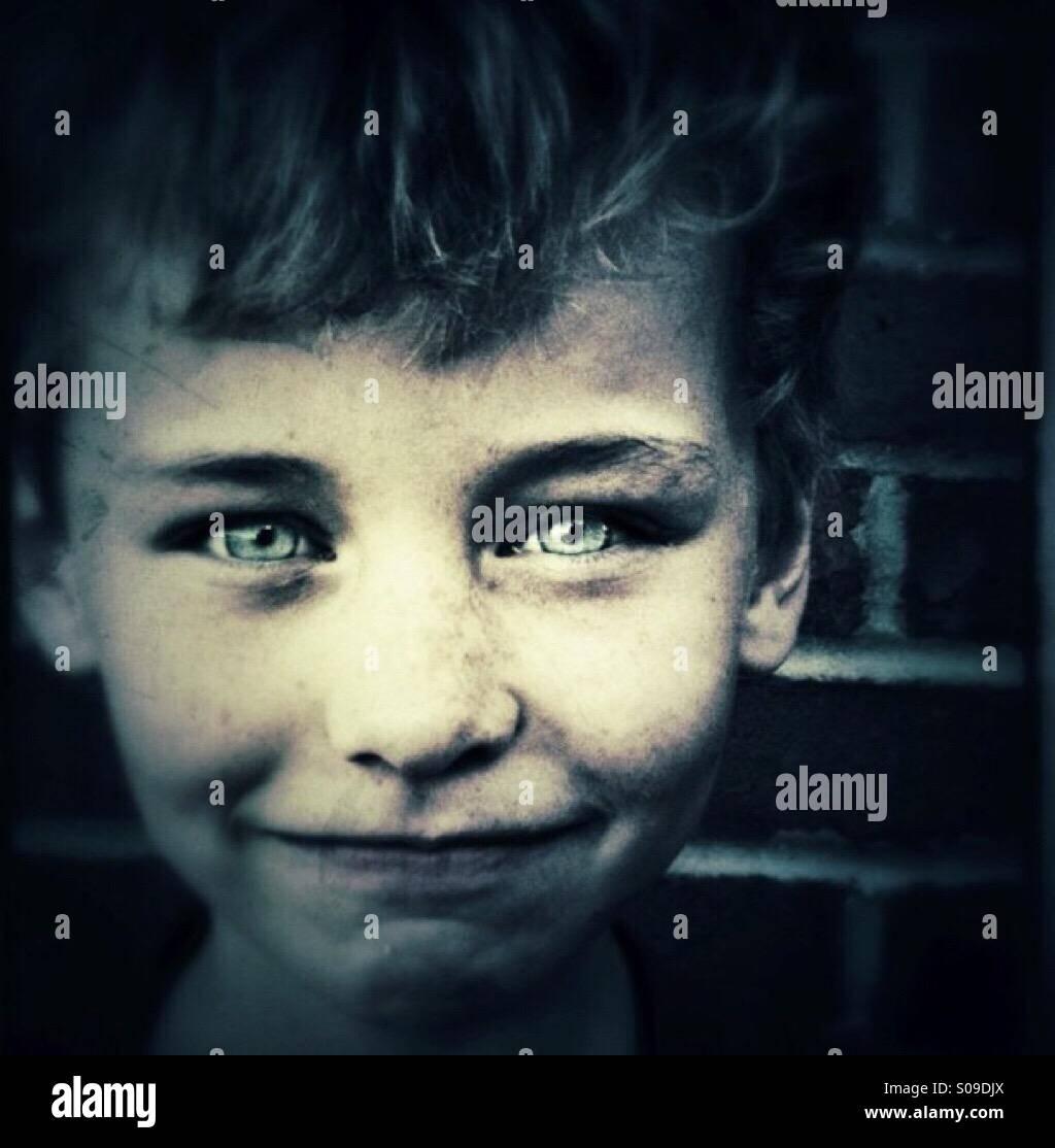 Niño con ojos brillantes Imagen De Stock