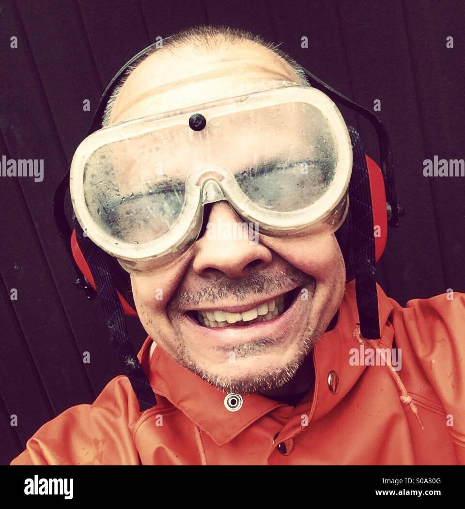 El hombre que me grandes gafas de protección para los ojos Imagen De Stock