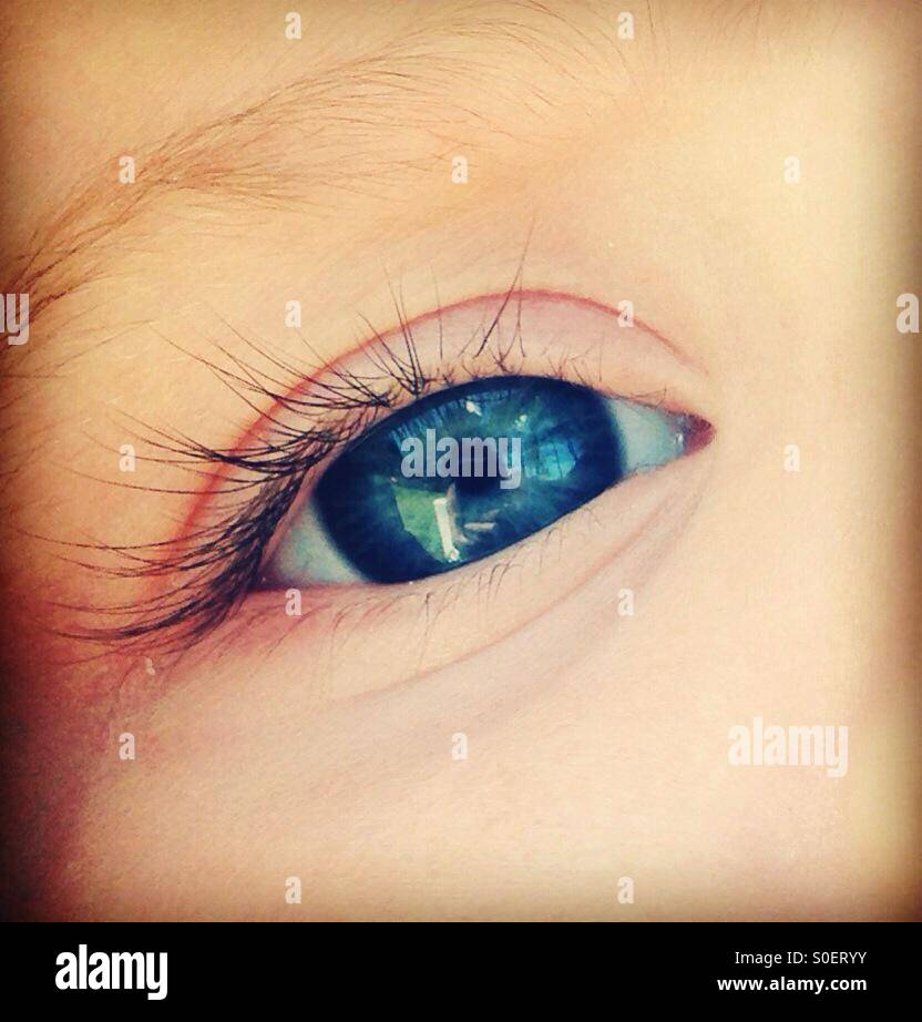 Hermoso azul del ojo del bebé Imagen De Stock