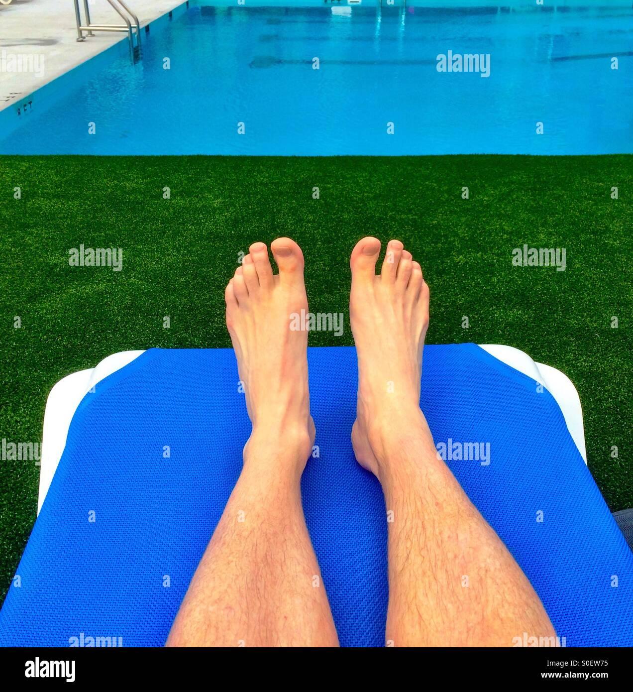 Pies y piscina Imagen De Stock