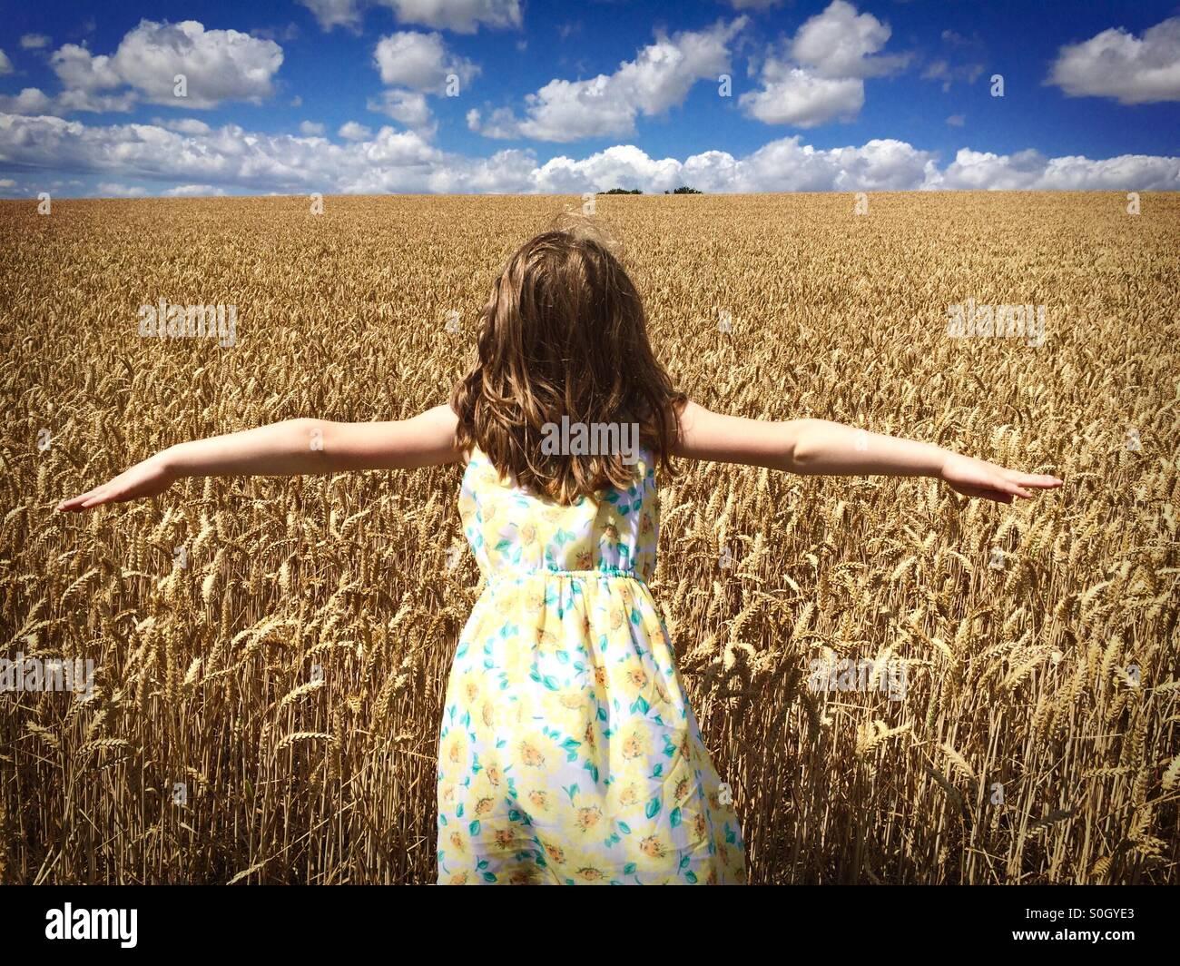 Chica en Maizal Imagen De Stock