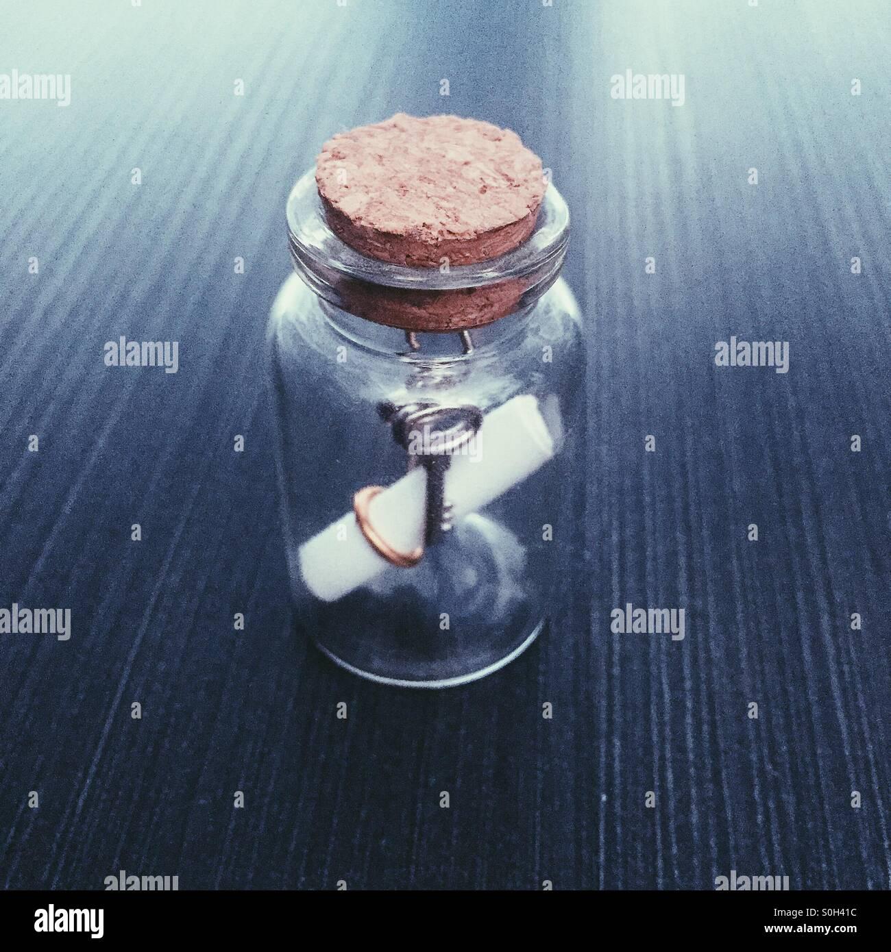 Jarra con llaves en Imagen De Stock