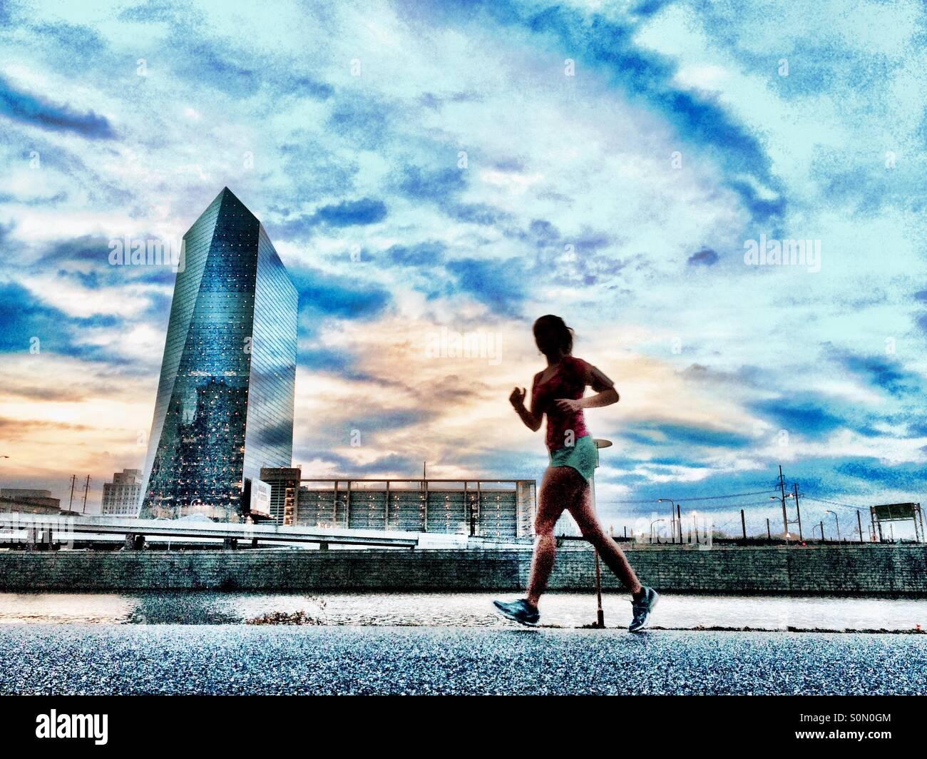 Runner en Schuylkill River Trail, Filadelfia, Pennsylvania Imagen De Stock