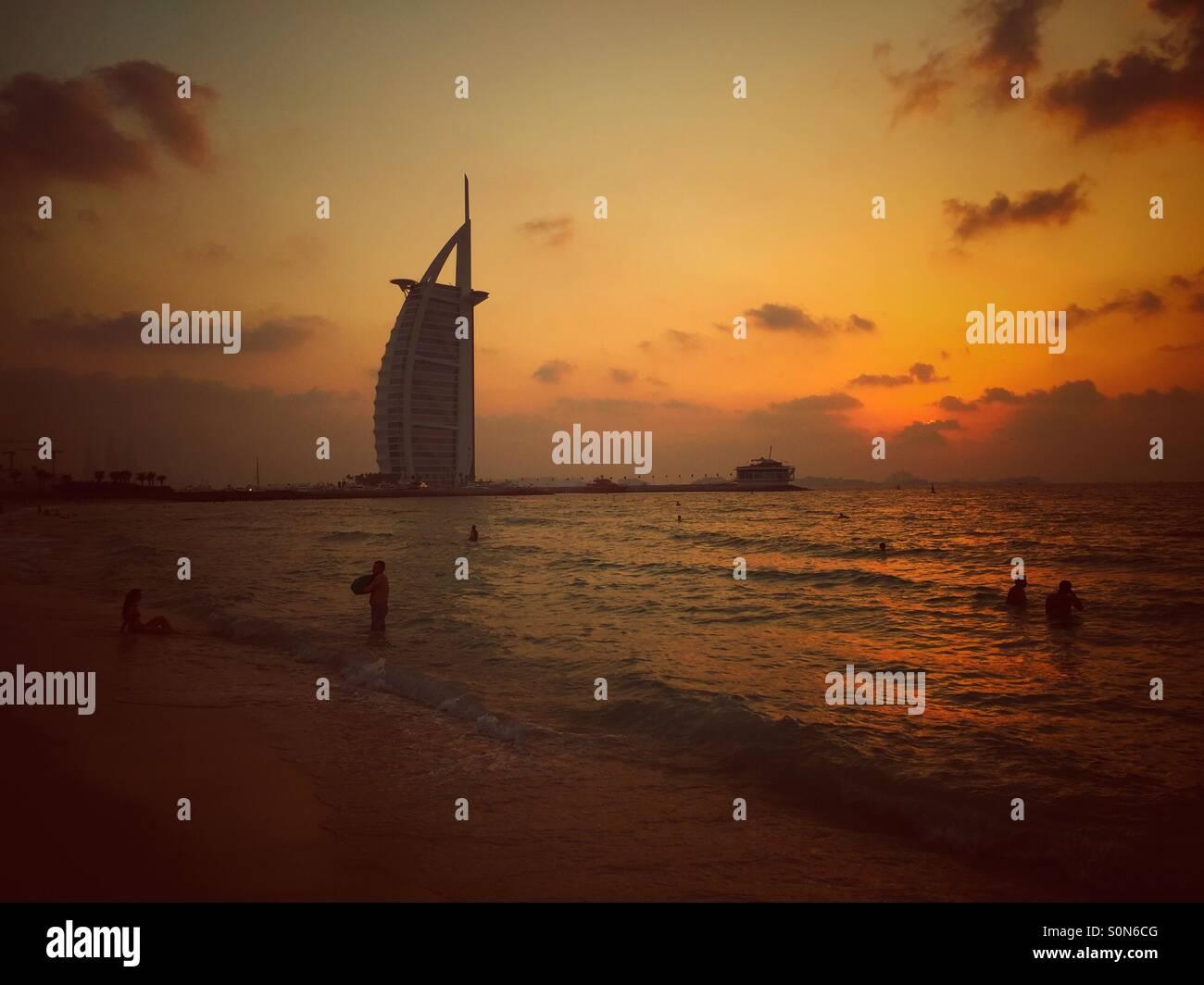 El Burj Al Arab Jumeirah Beach Dubai EMIRATOS ÁRABES UNIDOS Foto de stock