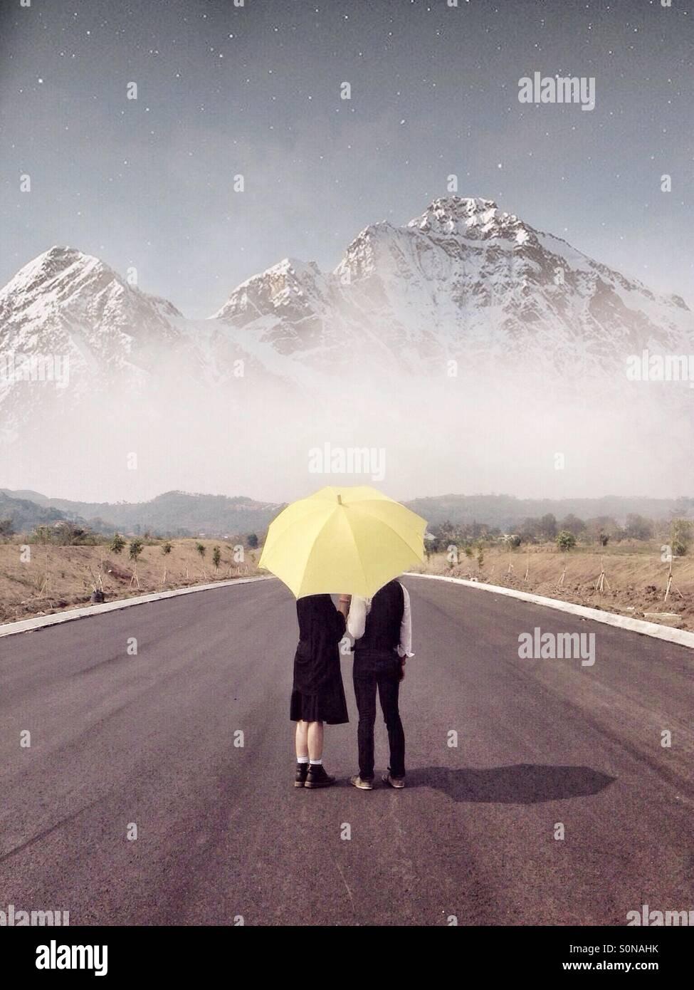 Bajo el paraguas. Imagen De Stock