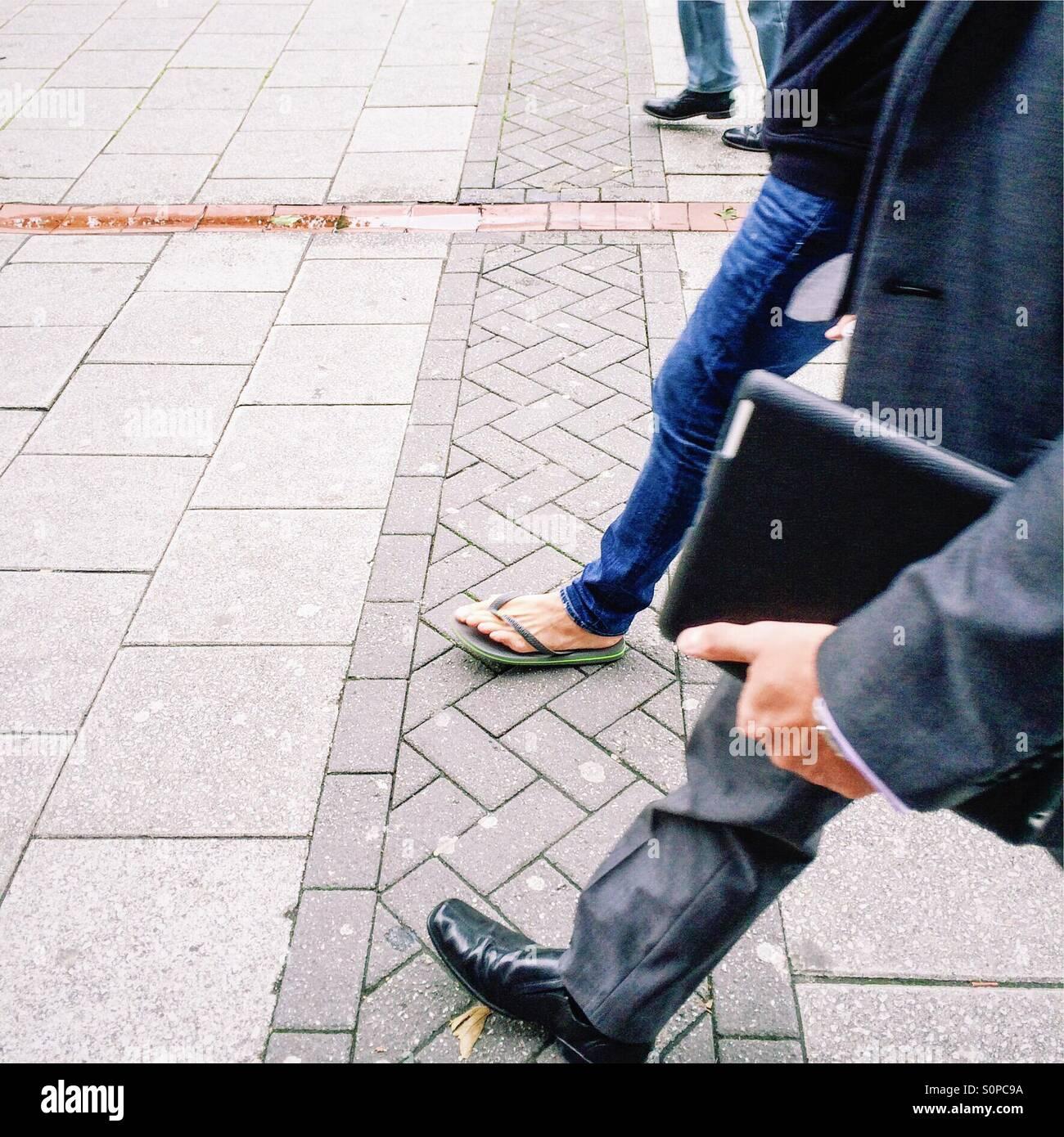 Gente caminando Foto de stock