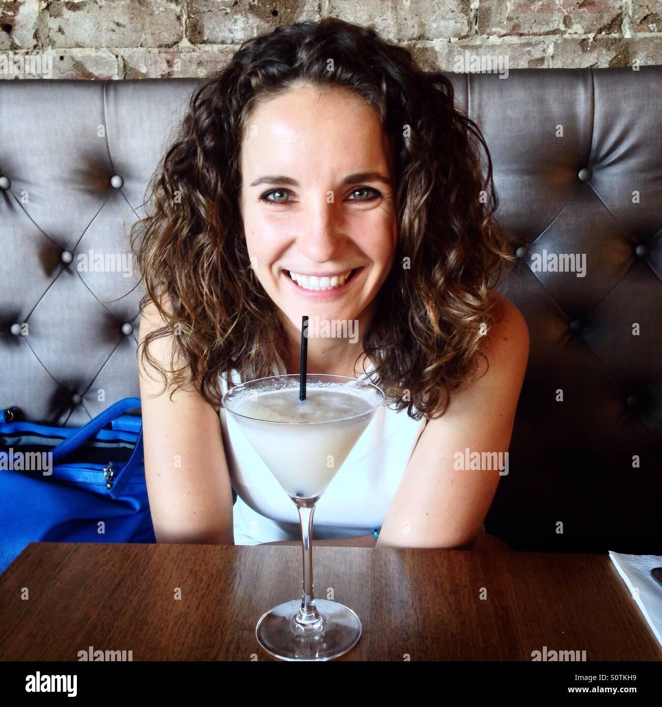 Mujer con cocktail Imagen De Stock
