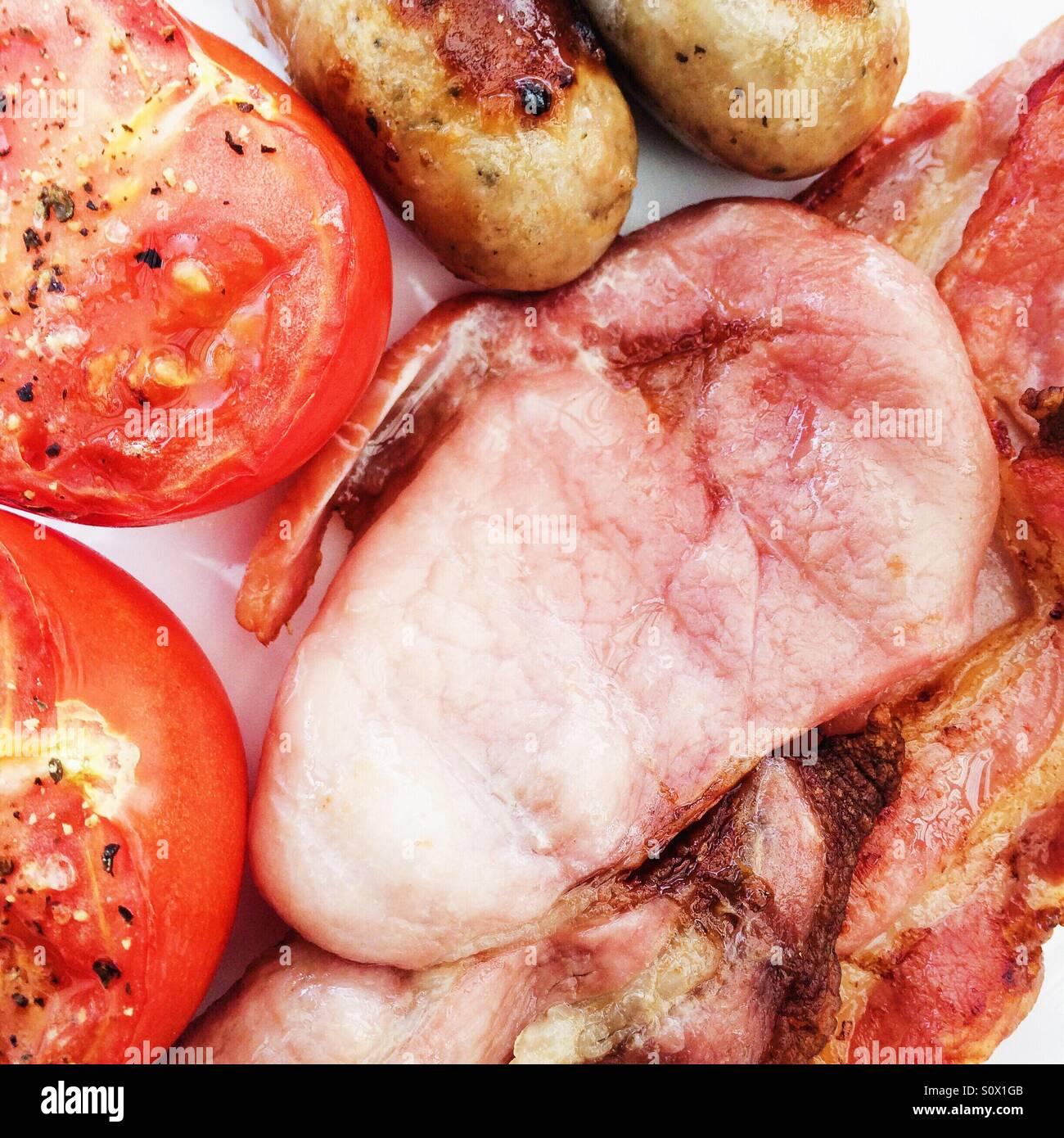 Bacon y salchichas de desayuno tomate Foto de stock