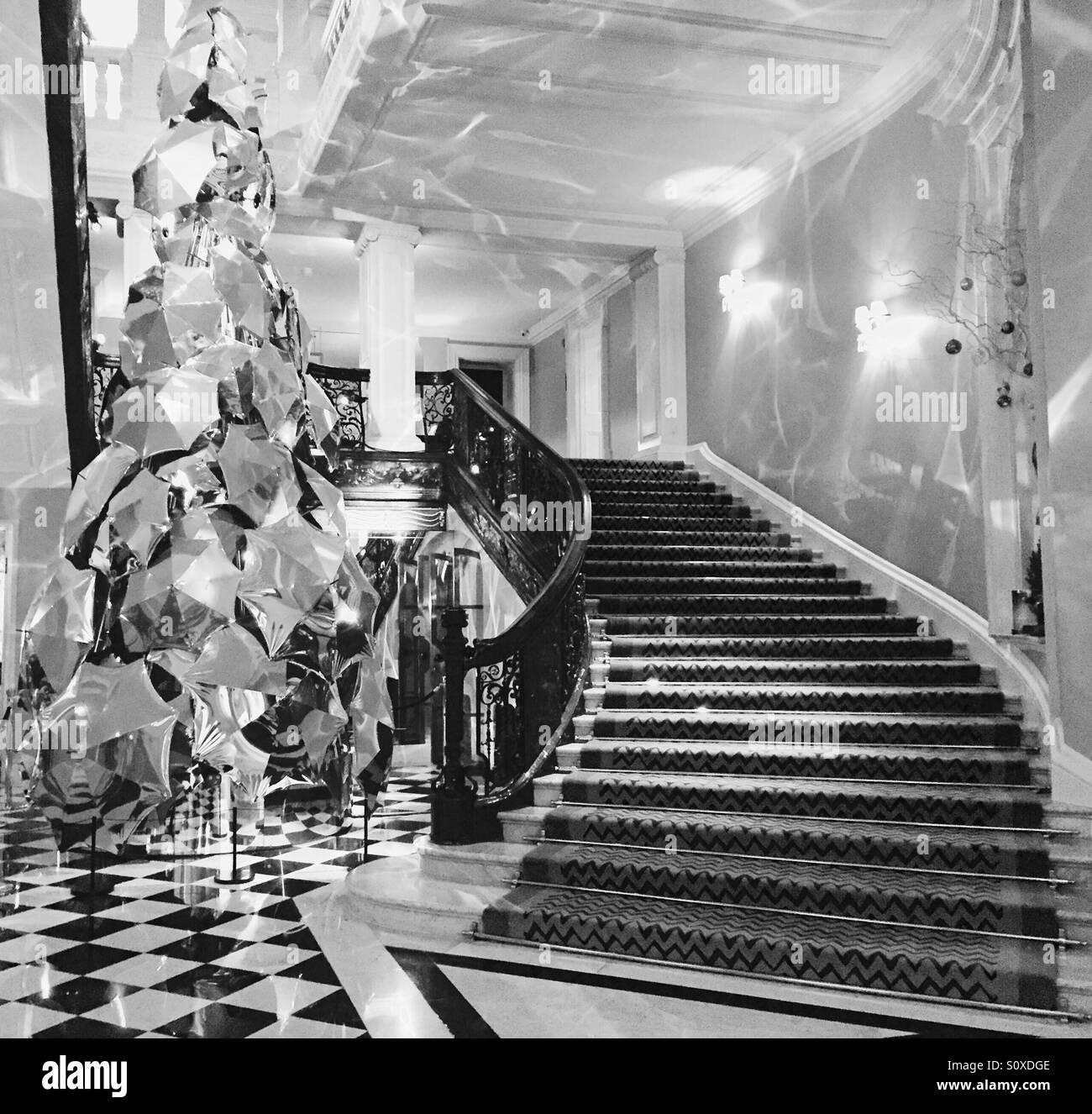 Escalera en un hotel de lujo Imagen De Stock