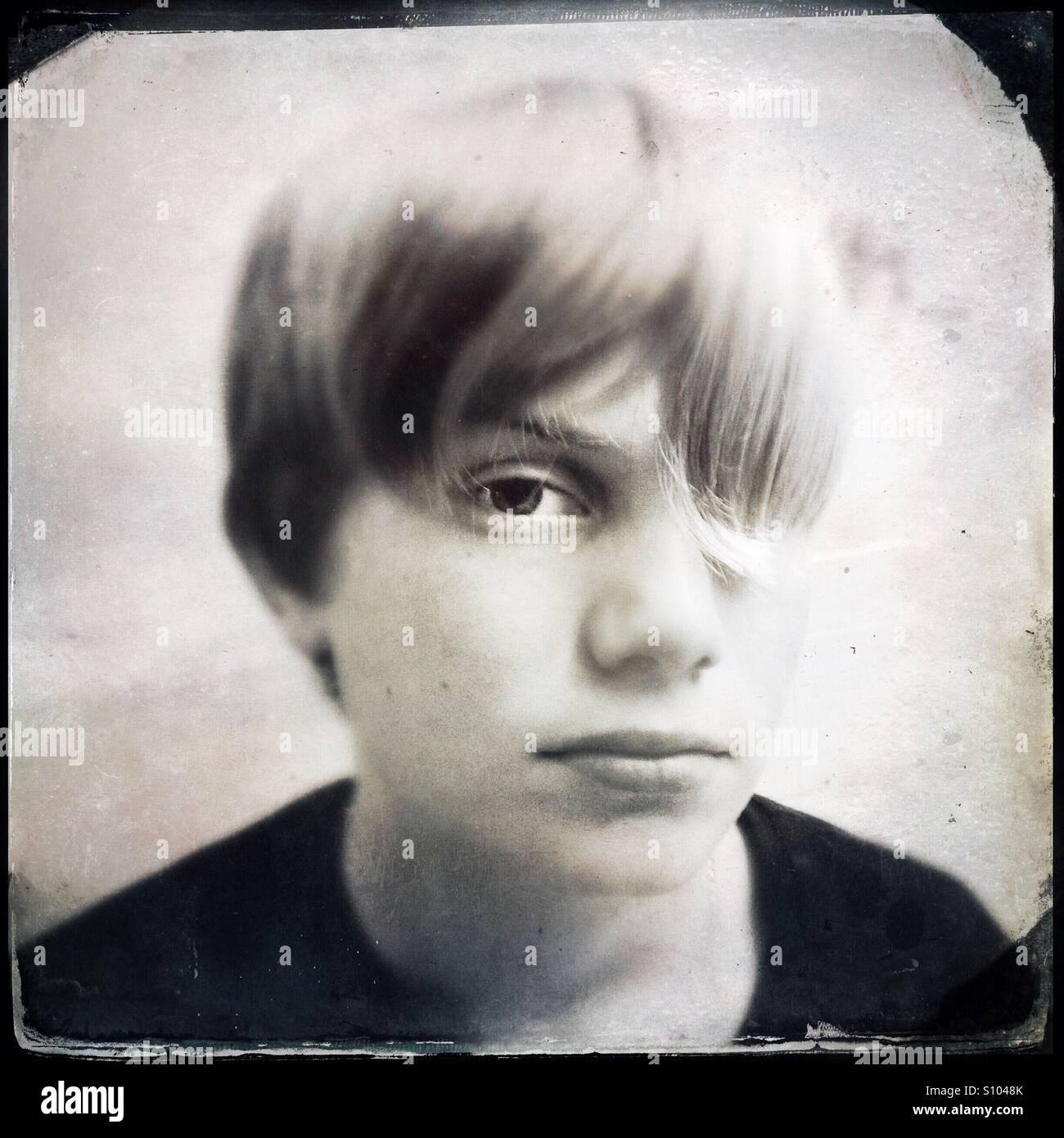 Adolescente con peinado de moda. Estilo de vida Imagen De Stock