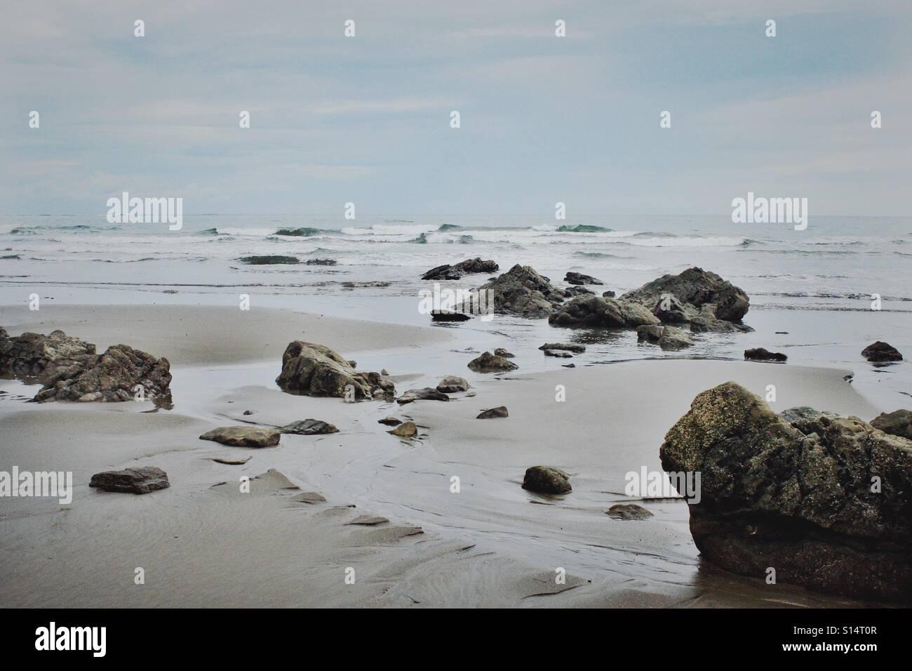 Playa rocosa. Foto de stock