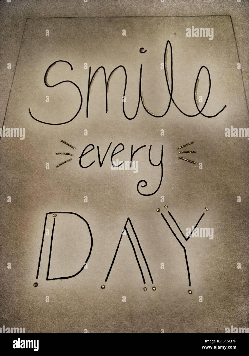 Manuscrita cada día 'Smile' en múltiples fuentes de título Imagen De Stock