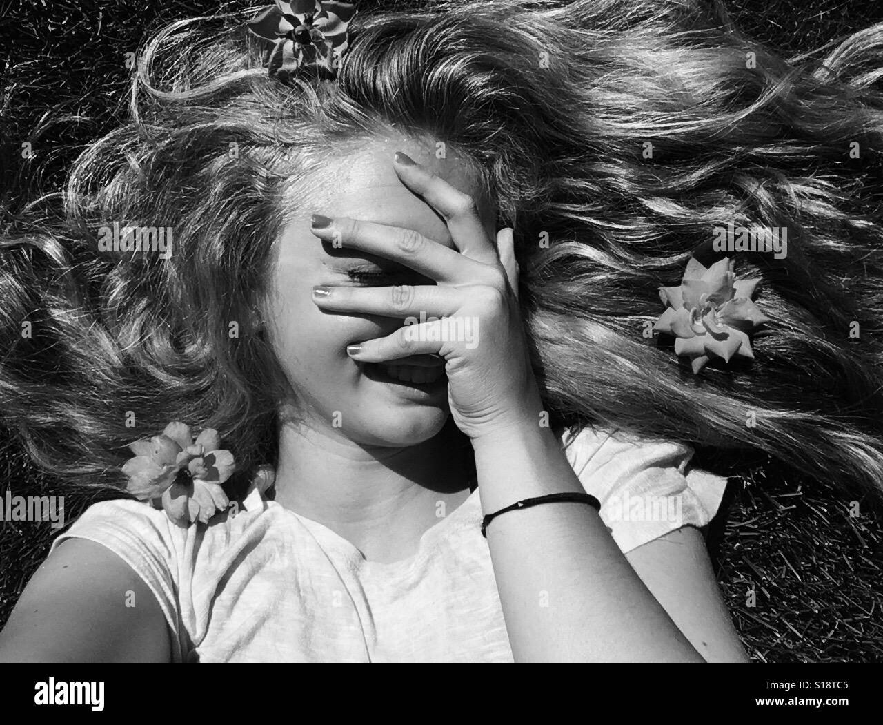 Blanco y negro pelo largo Foto de stock