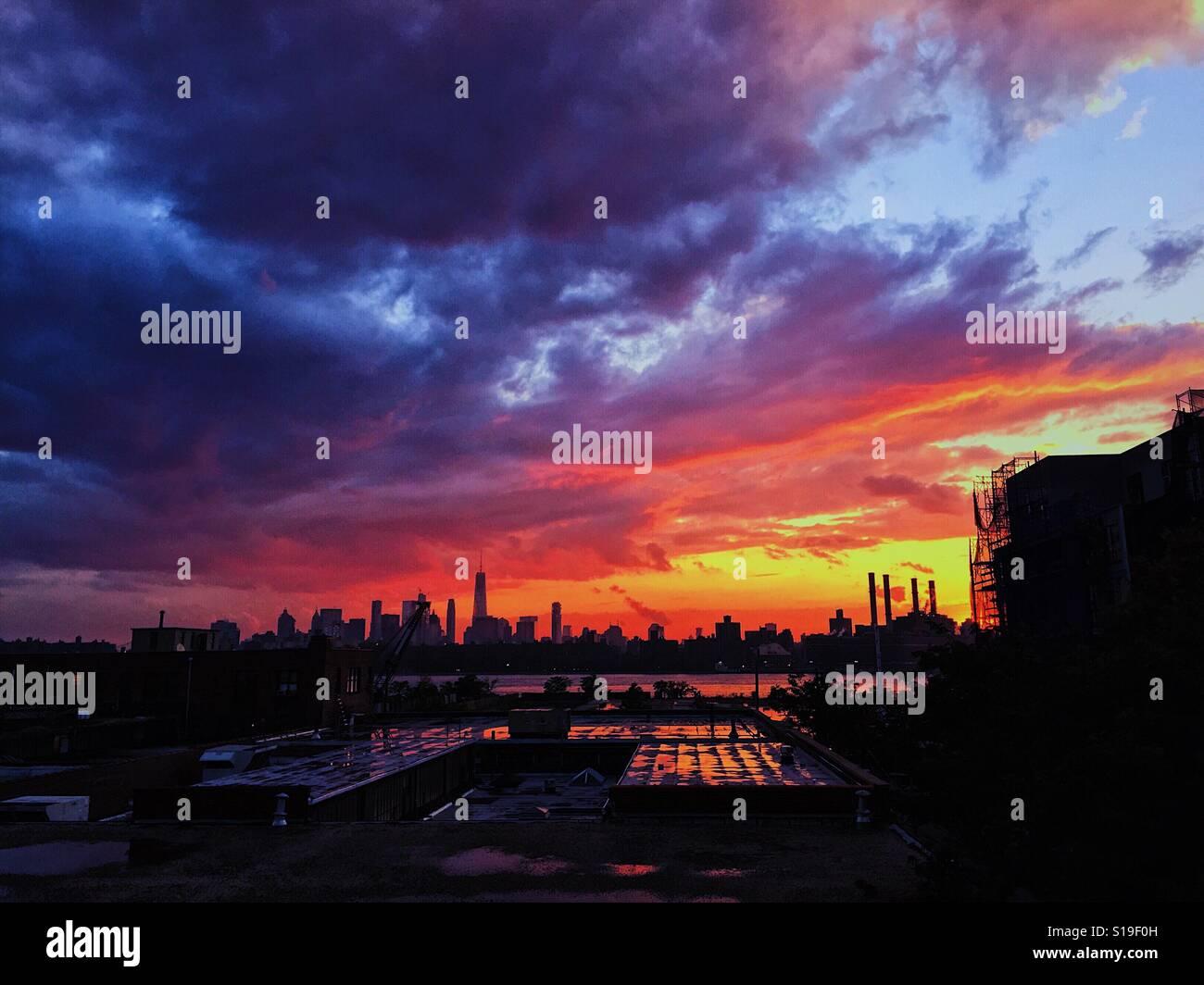 Gran ciudad antes de la tormenta Foto de stock