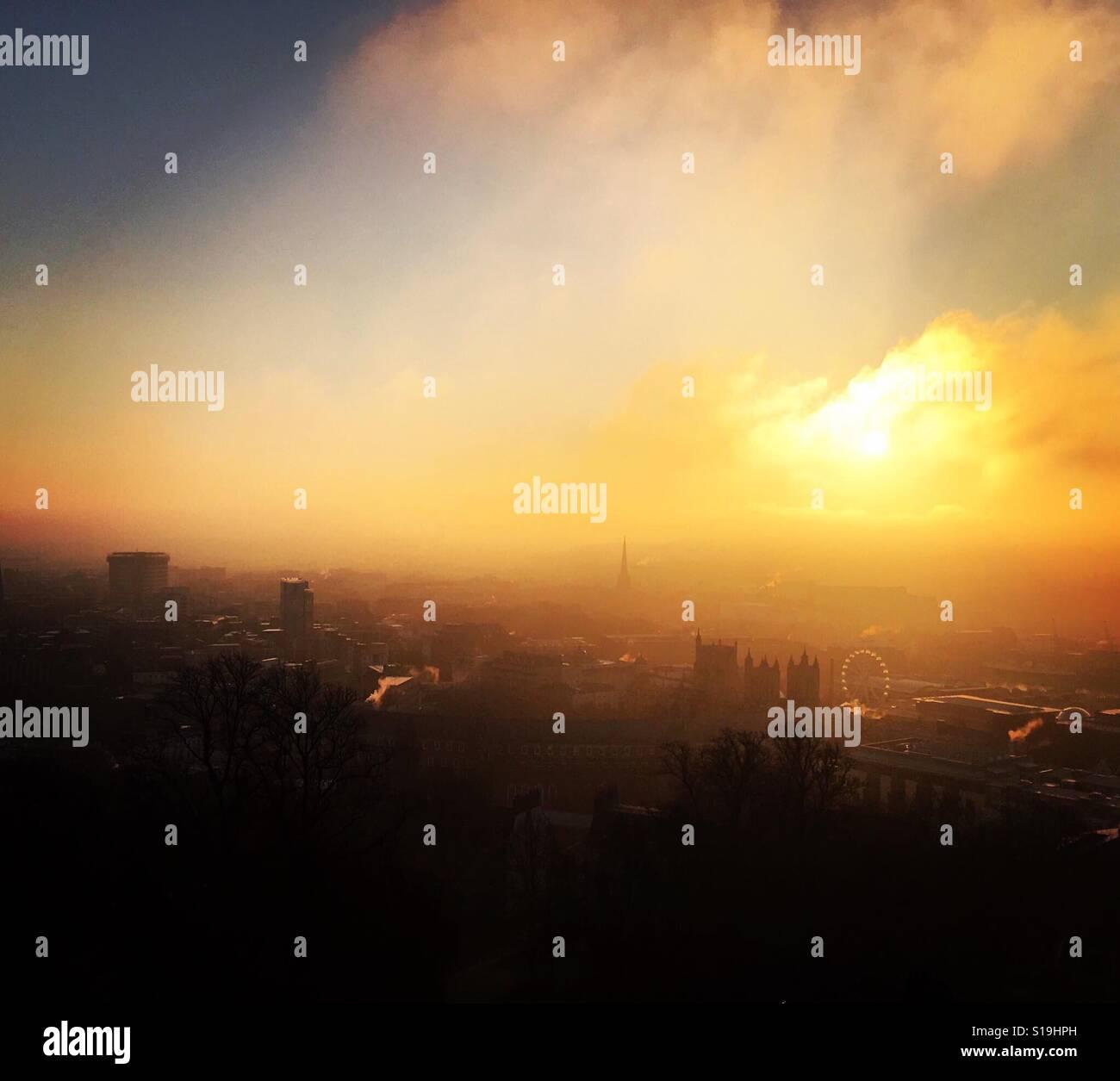 Ciudad de Bristol en la niebla de la mañana temprana Foto de stock
