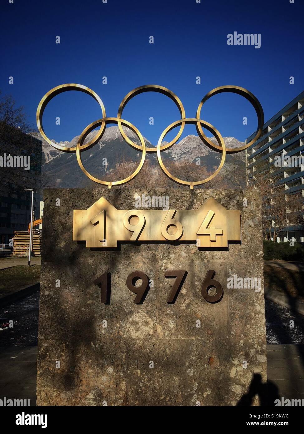 Monumento a los Juegos Olímpicos de invierno Foto de stock