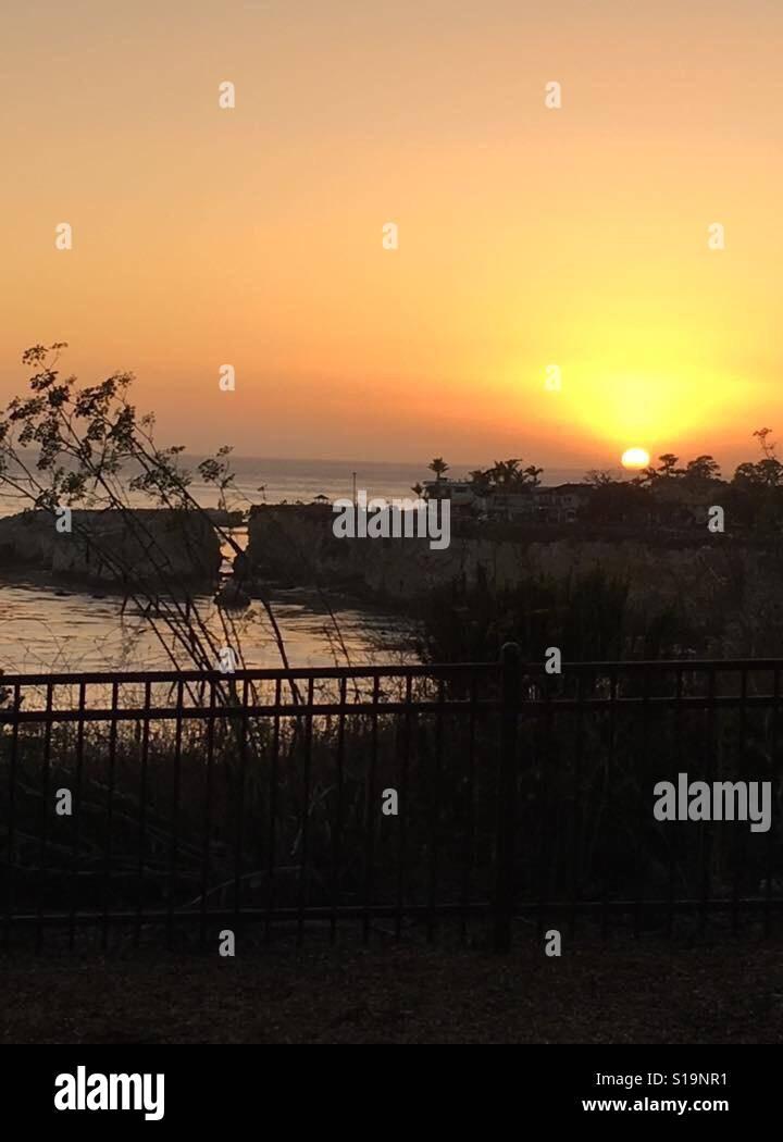 Puesta de sol del Pacífico frente a las costas de California Foto de stock