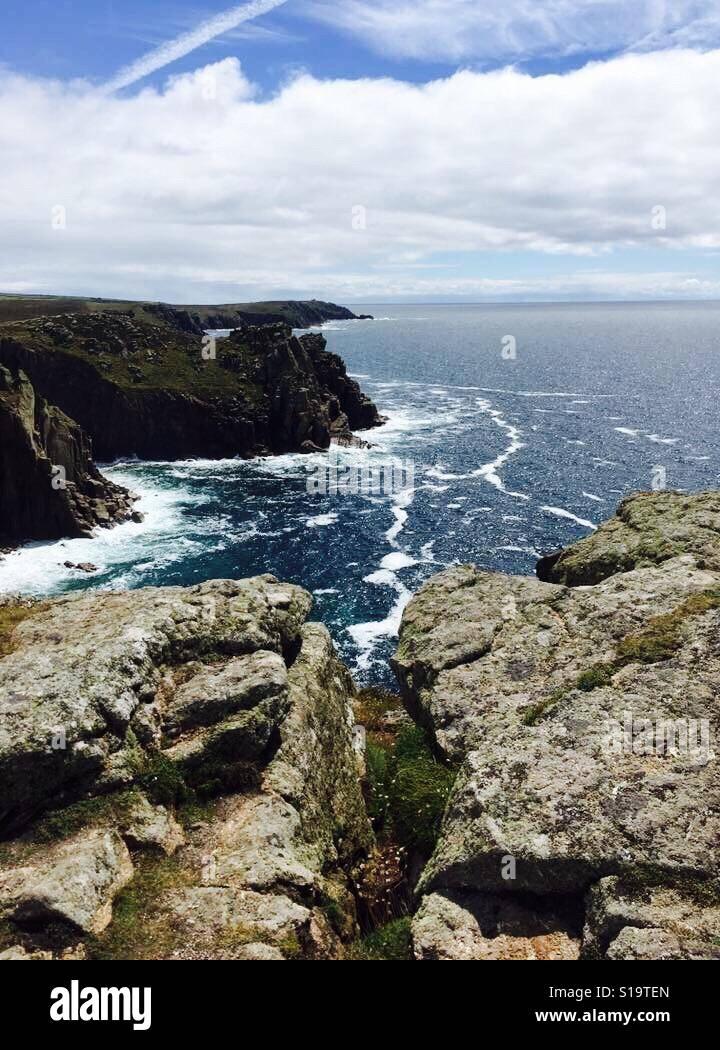 La costa de Cornwall resistente Foto de stock