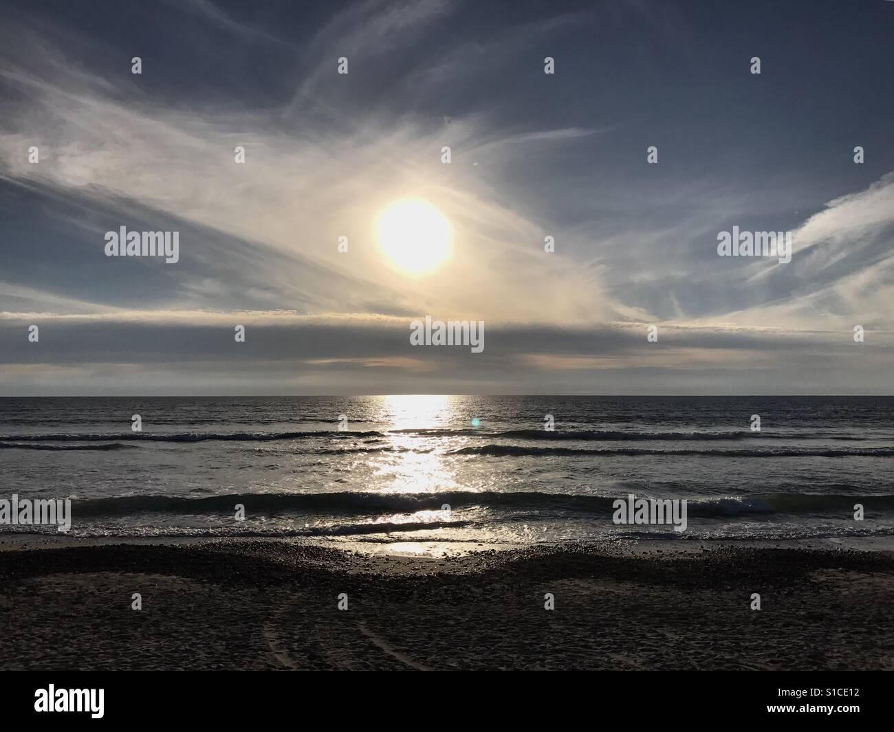 Puesta de sol en la playa Foto de stock