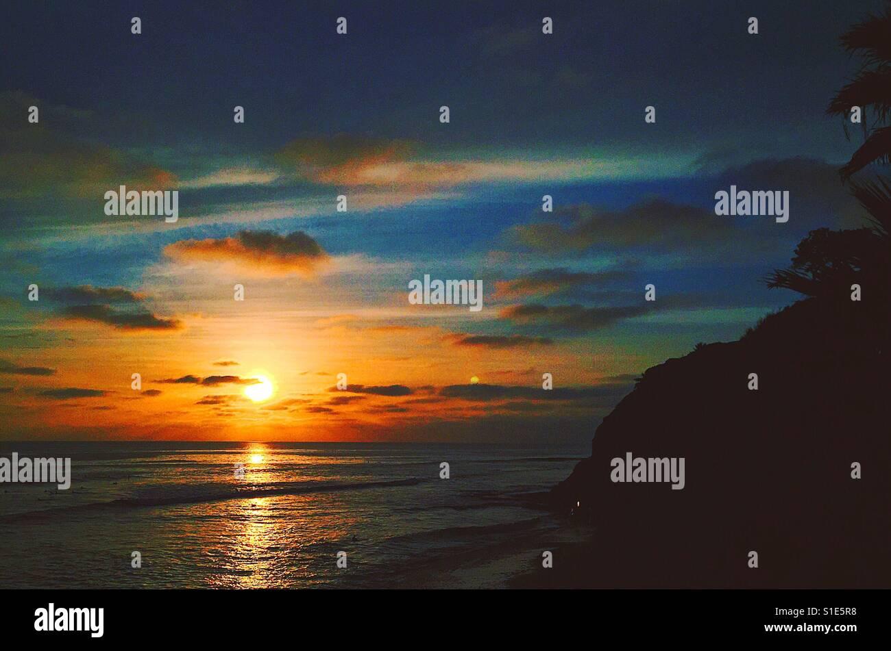 Puesta de sol cielo azul Foto de stock
