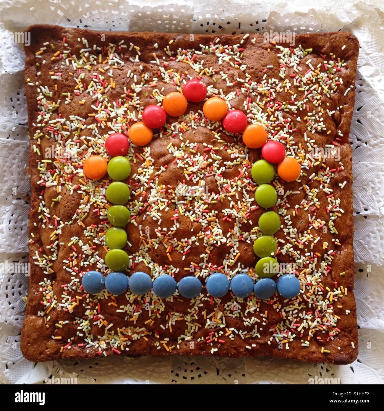 Pastel De Cumpleaños Para Niños Con Decoración De Caramelo