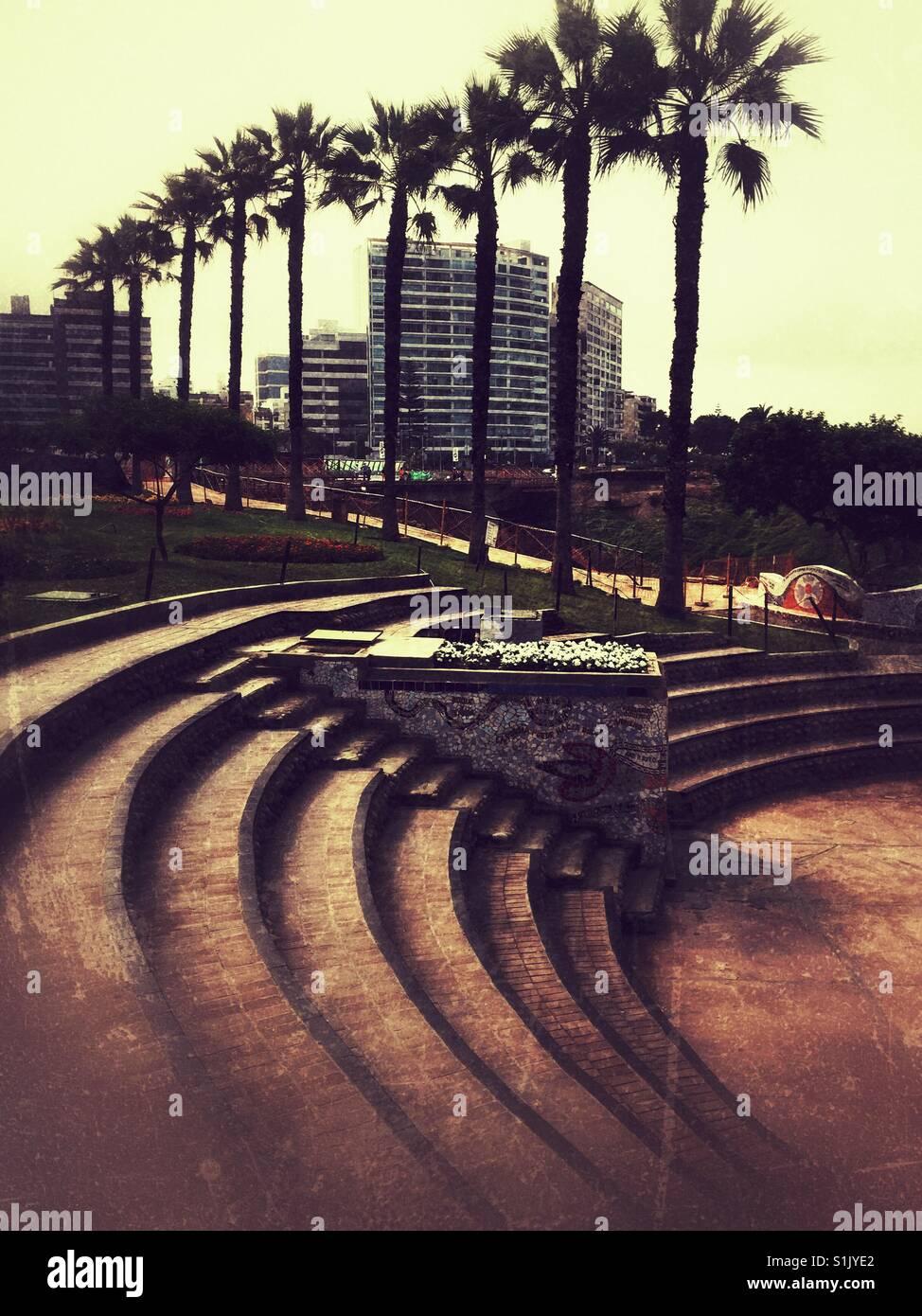 Pasos redondo en el Parque del Amor en el barrio de Miraflores, Lima, Perú Imagen De Stock