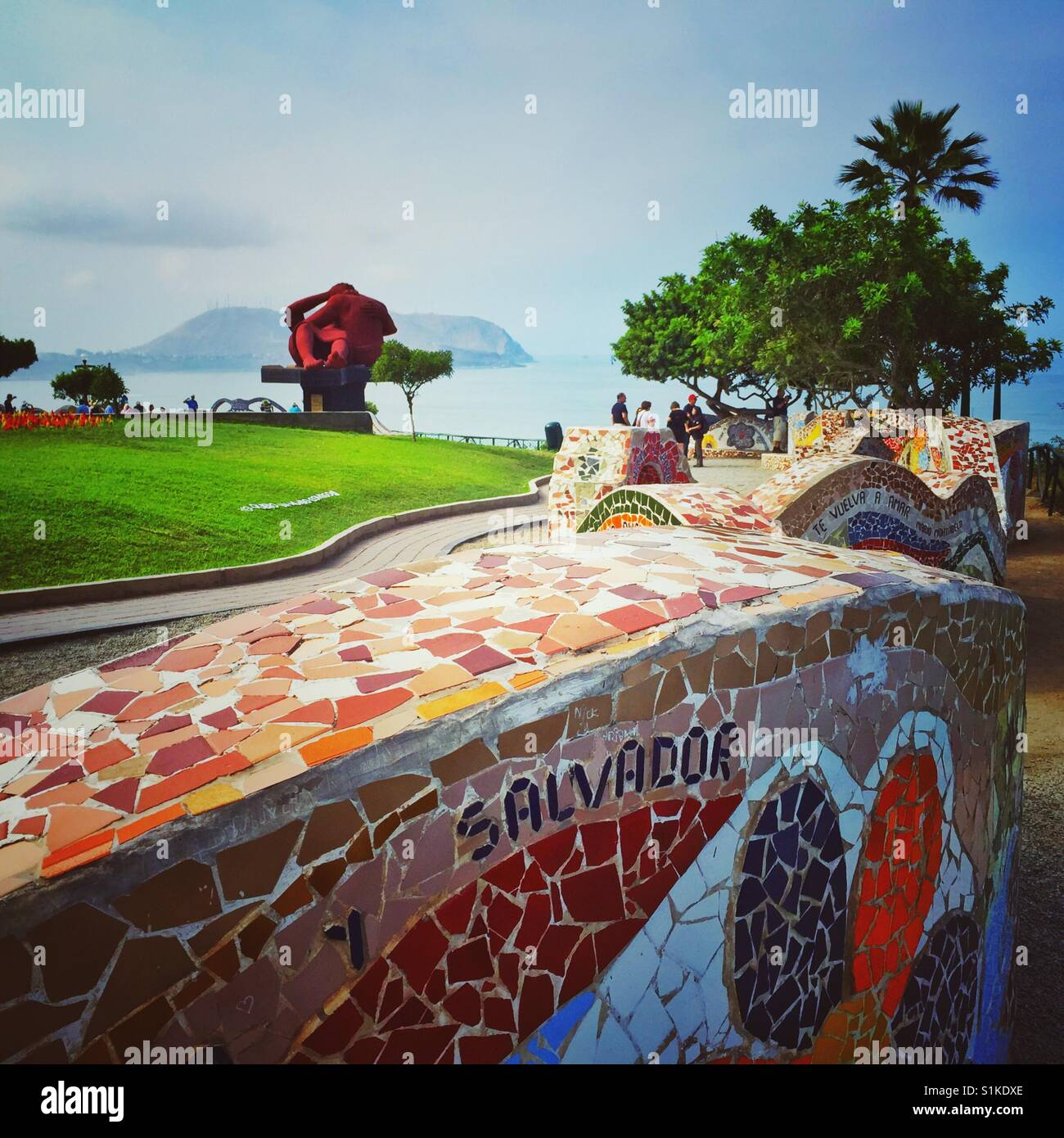 Banco de mosaico en el Parque del Amor en Lima, Perú Imagen De Stock
