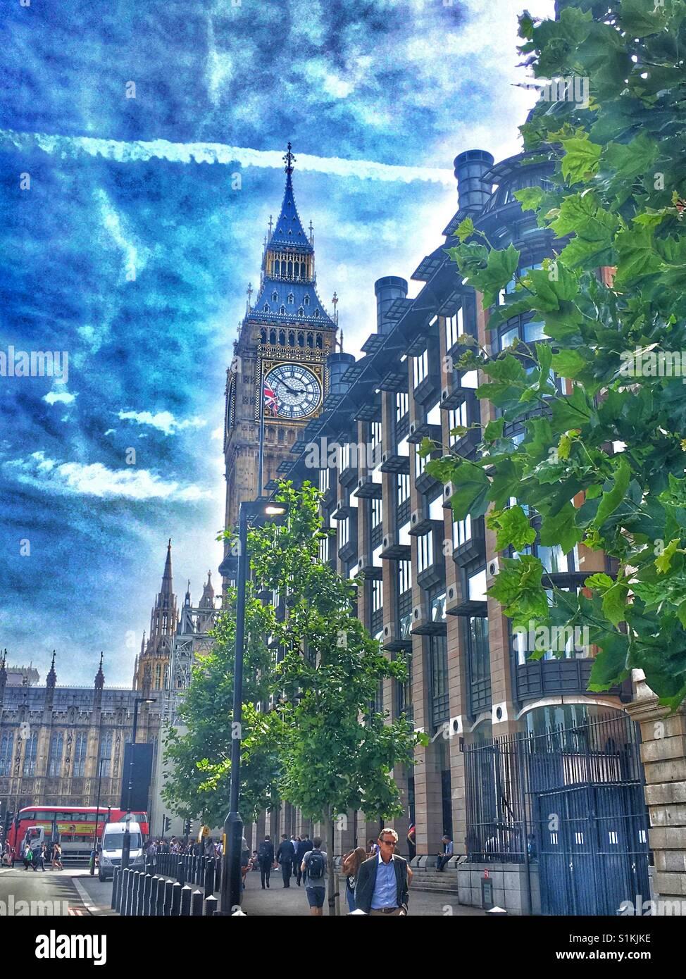 El Big Ben, las Casas del Parlamento y Portcullis House, Londres, Reino Unido. Foto de stock