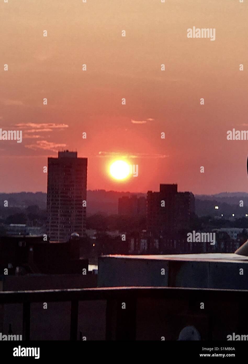 Puesta de sol en la azotea Foto de stock