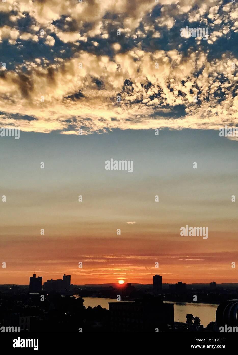 Puesta de sol desde la terraza Foto de stock