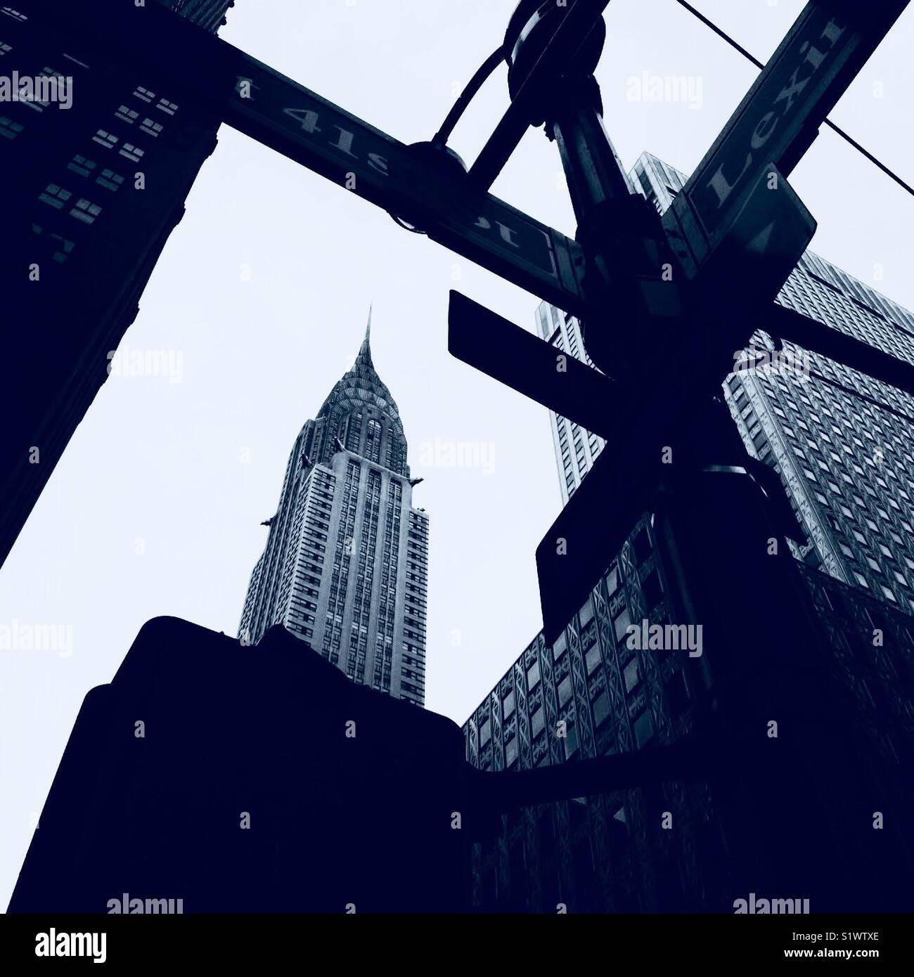 Chrysler Building desde la intersección de la 41ª y Lexington. Imagen De Stock