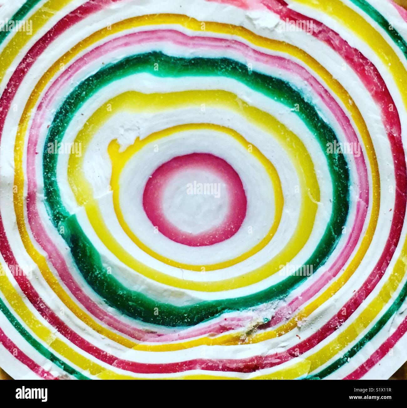 Split Gobstopper dulce mostrando colorido patrón de timbre. Imagen De Stock