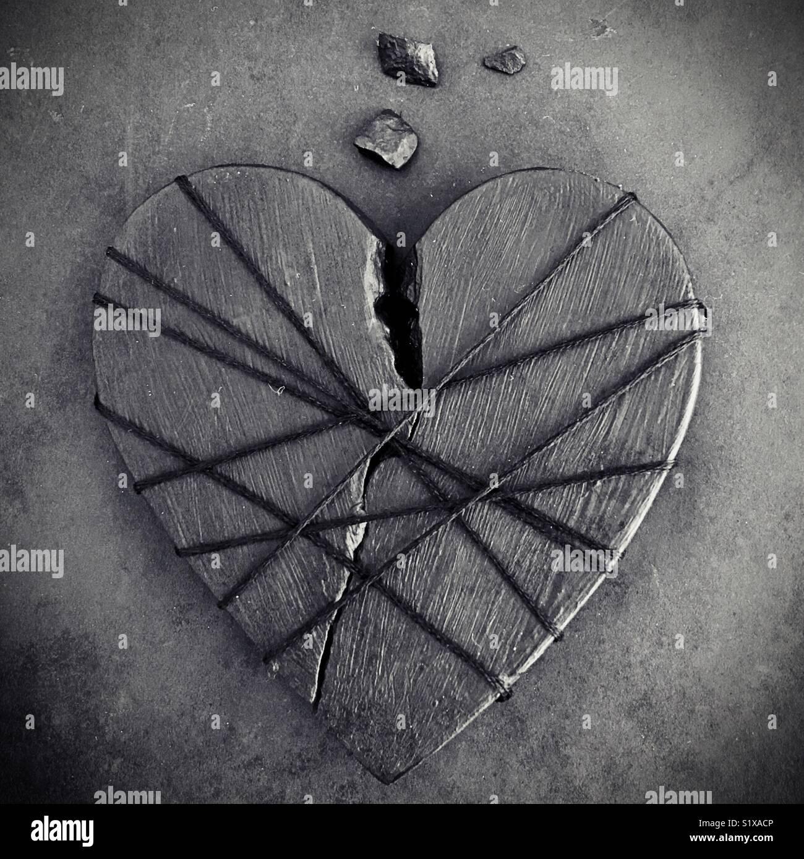 Un corazón roto. Imagen De Stock