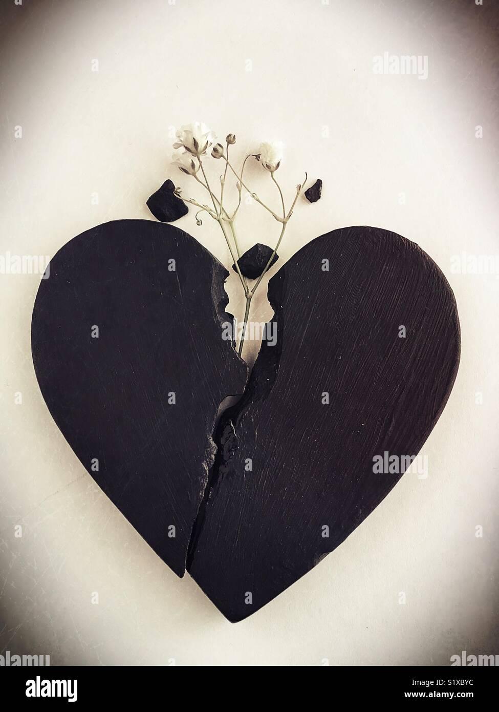 Curación conceptual: corazón roto. Imagen De Stock