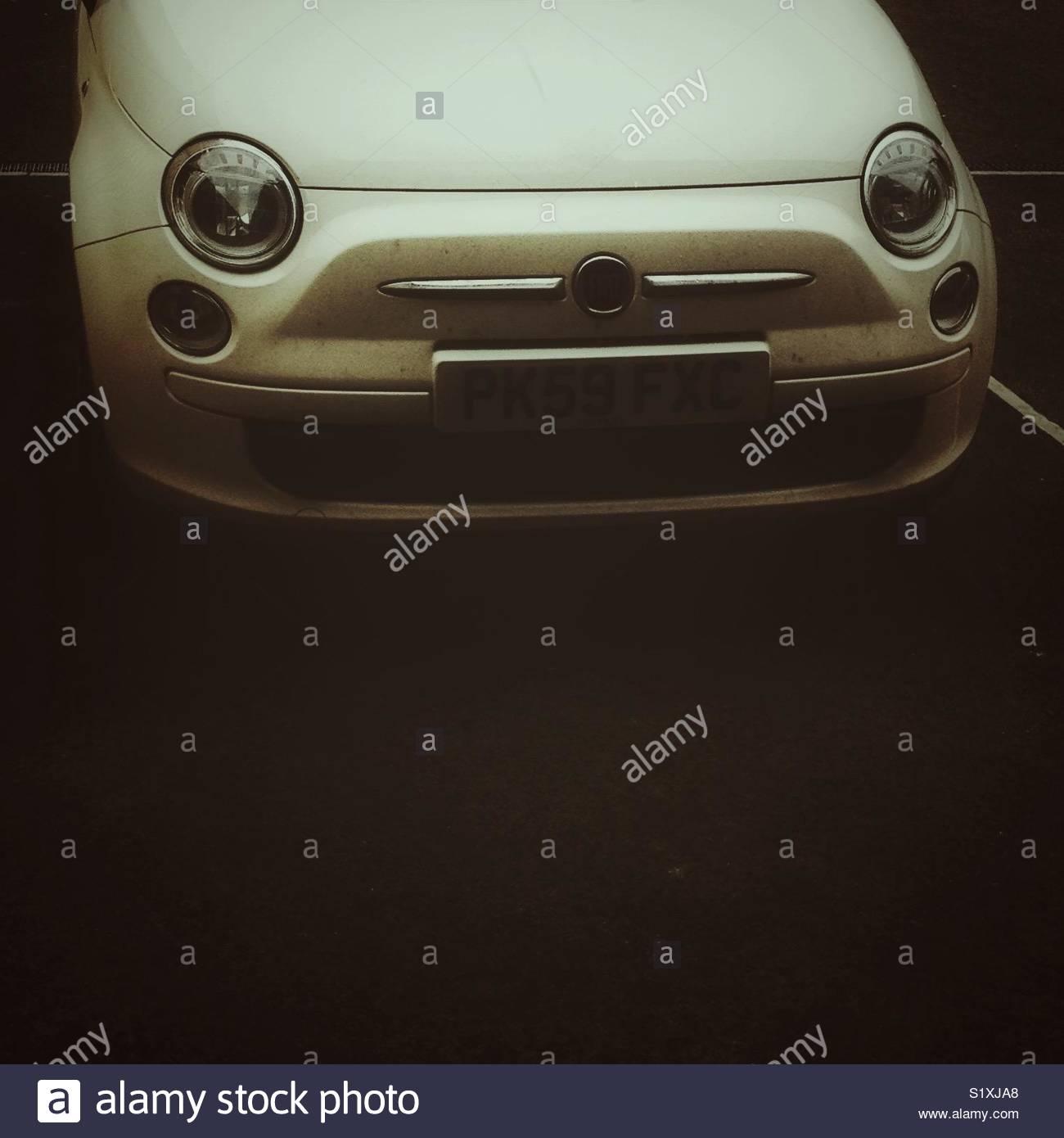 Cerrar el extremo delantero del fiat 500 coche con espacio de copia Imagen De Stock