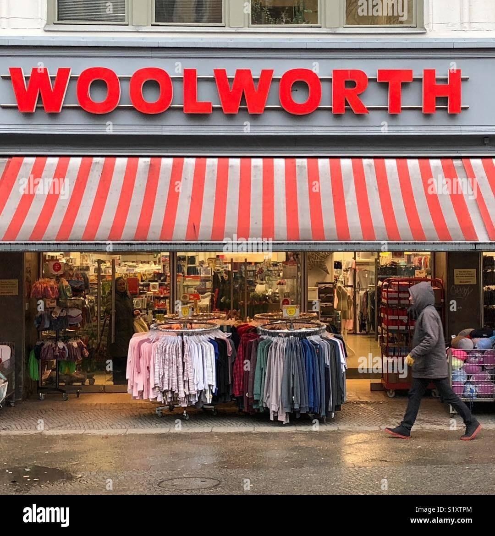 Un almacén Woolworth en Berlín, Alemania. Imagen De Stock