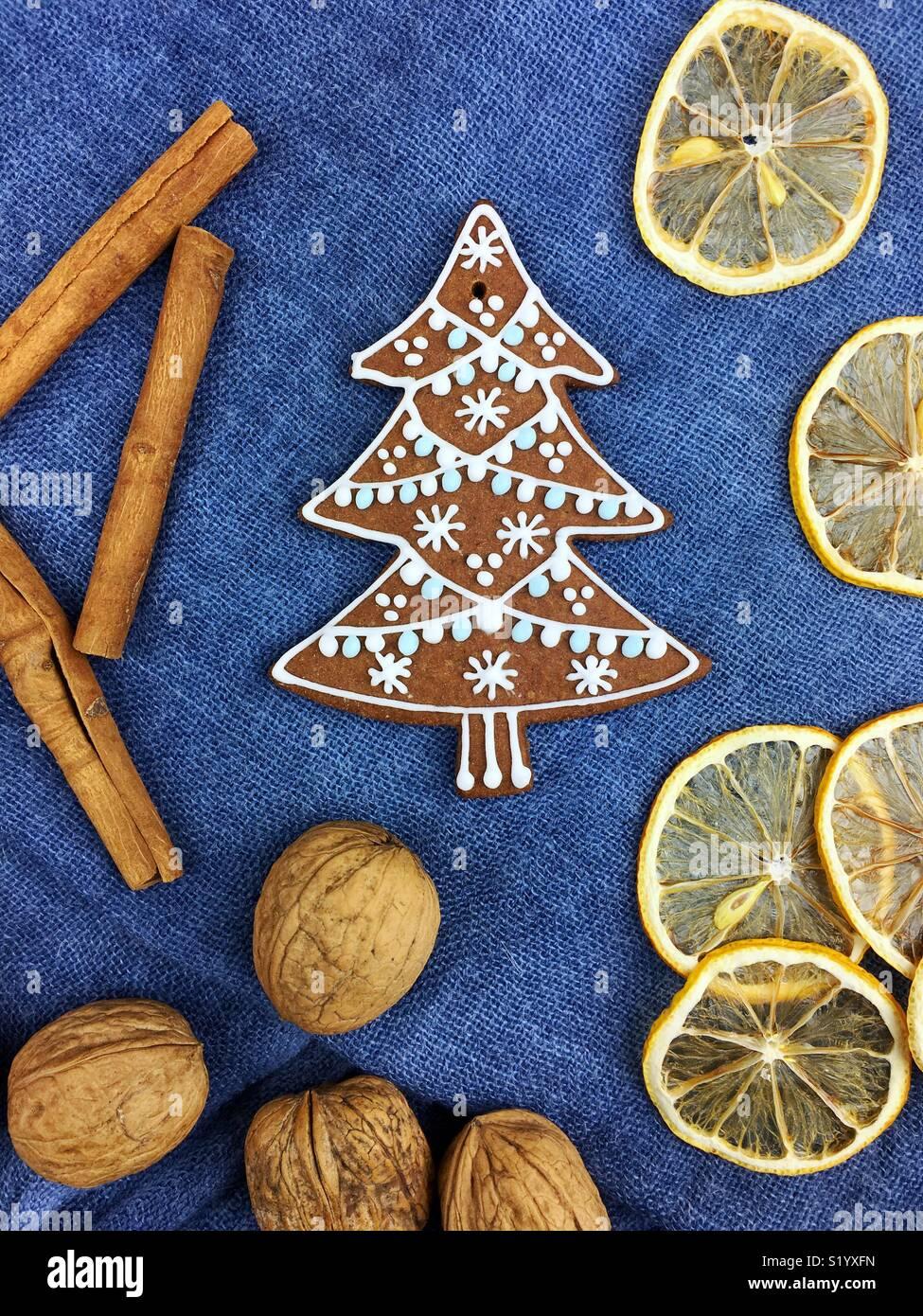 Pan de jengibre galletas de Navidad decoración Imagen De Stock