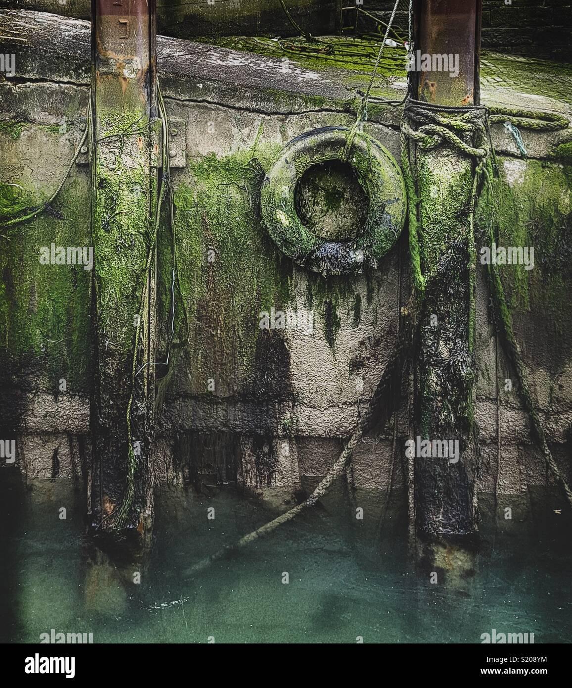 Los antiguos muelles de combadura en Varadero, Portsmouth Imagen De Stock