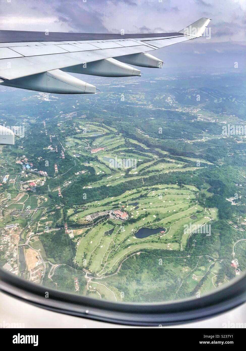 Volando sobre los campos de golf en Taiwán. Foto de stock